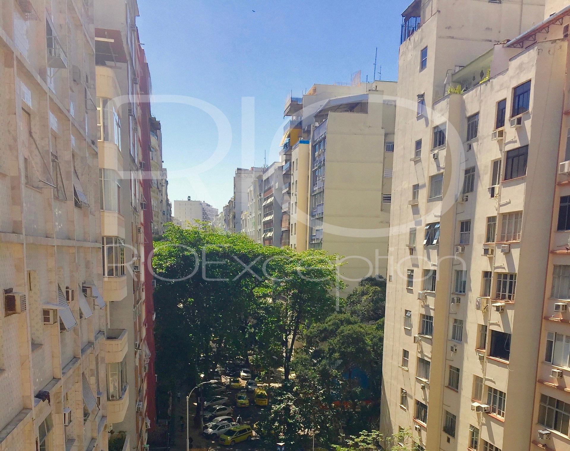 Copacabana posto 6 - Apto 36m2 reformado, com varanda.