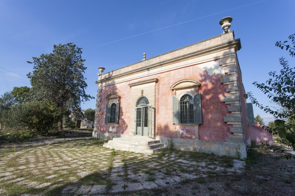 Historic villa for sale, 3 bedrooms, garden and annex