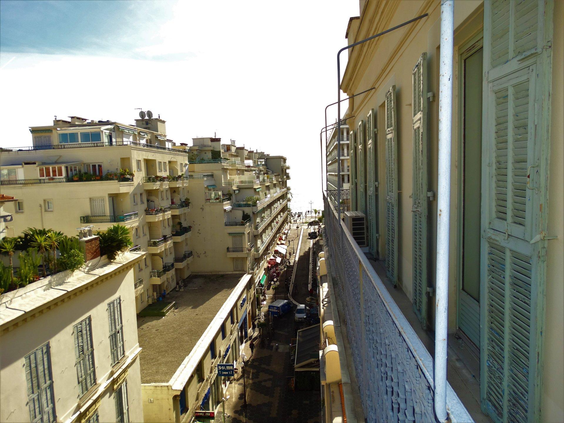 ALPES MARITIMES (06) - NICE CARRE D'OR A vendre 4 pièces en étage élevé avec extérieur