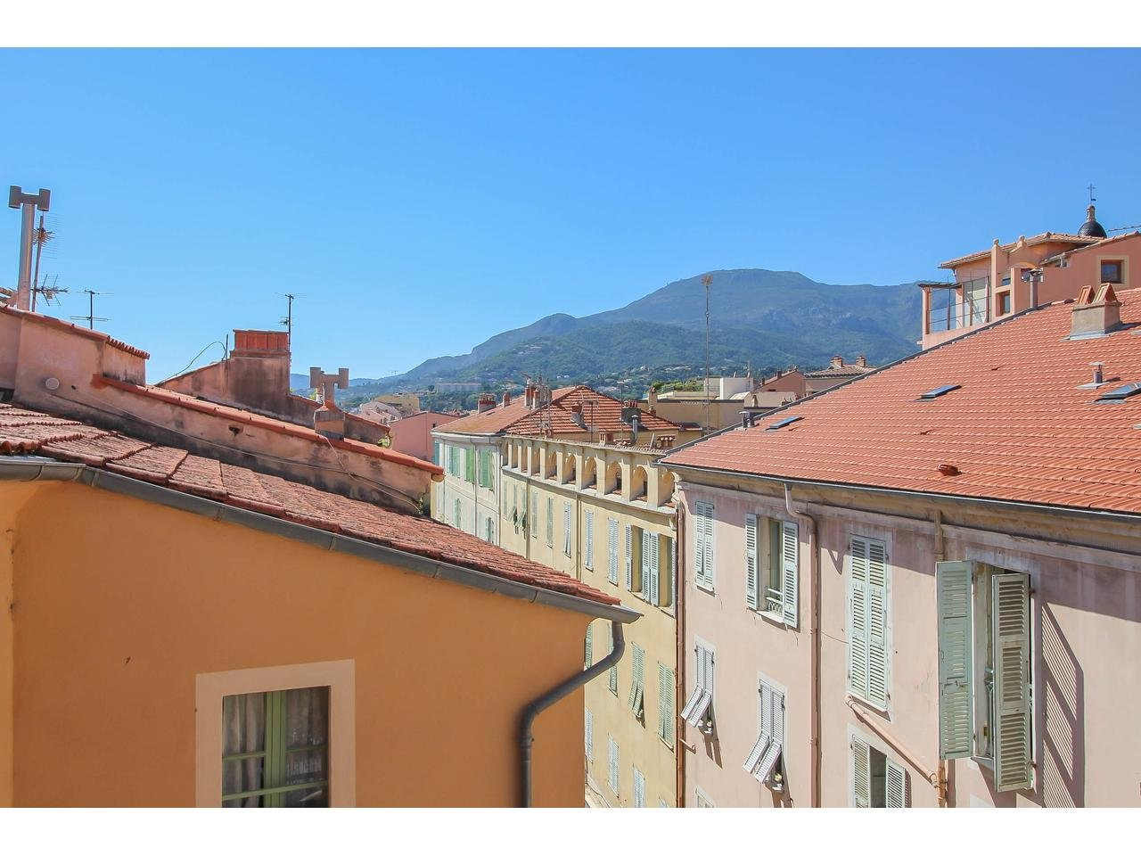 Apartment in old city of Menton
