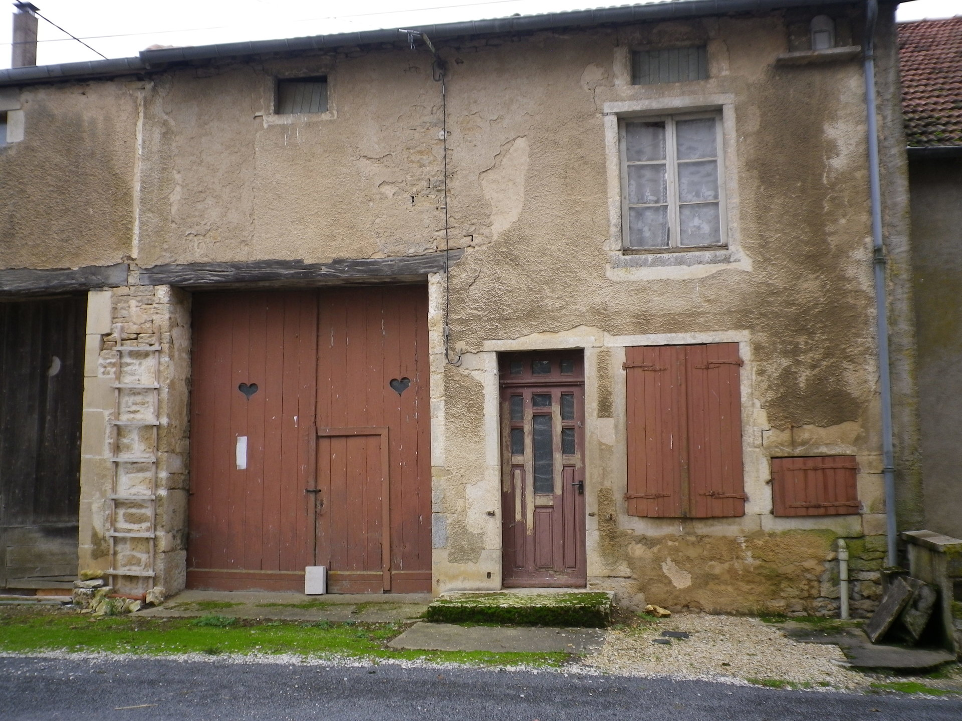 House to renovate on a river in the Haute-Marne