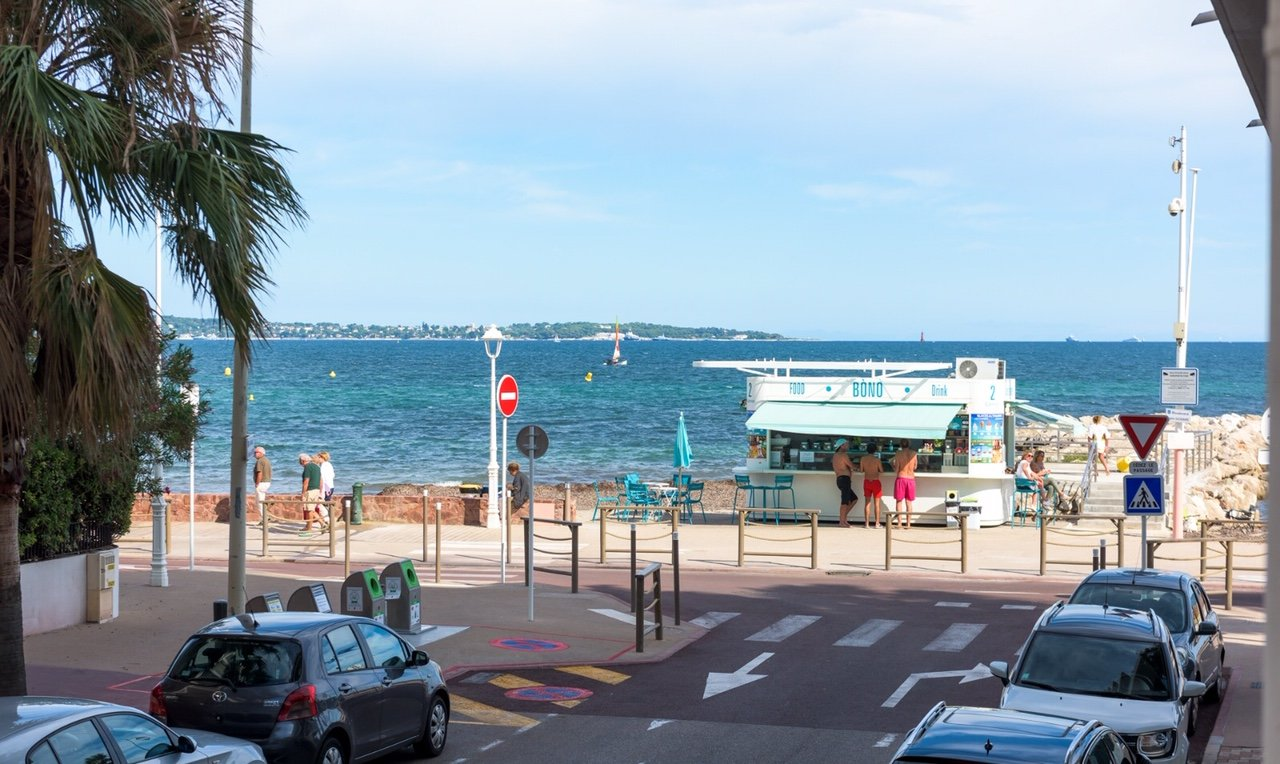 CANNES PALM BEACH 2 PIECES 59 SQM RENOVATED CLOSE TO THE SEA