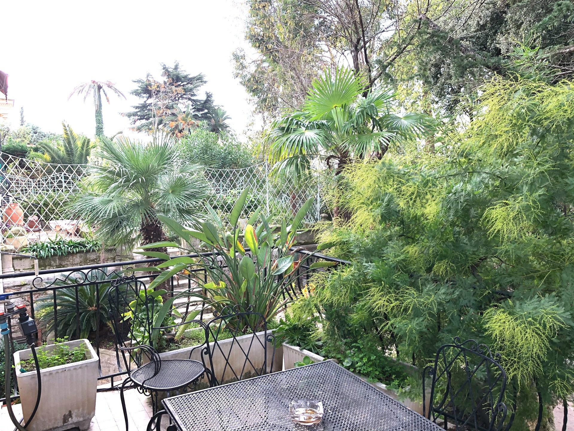Beautiful 2 bedroom apartment bourgeois with terrace / Cannes Montfleury