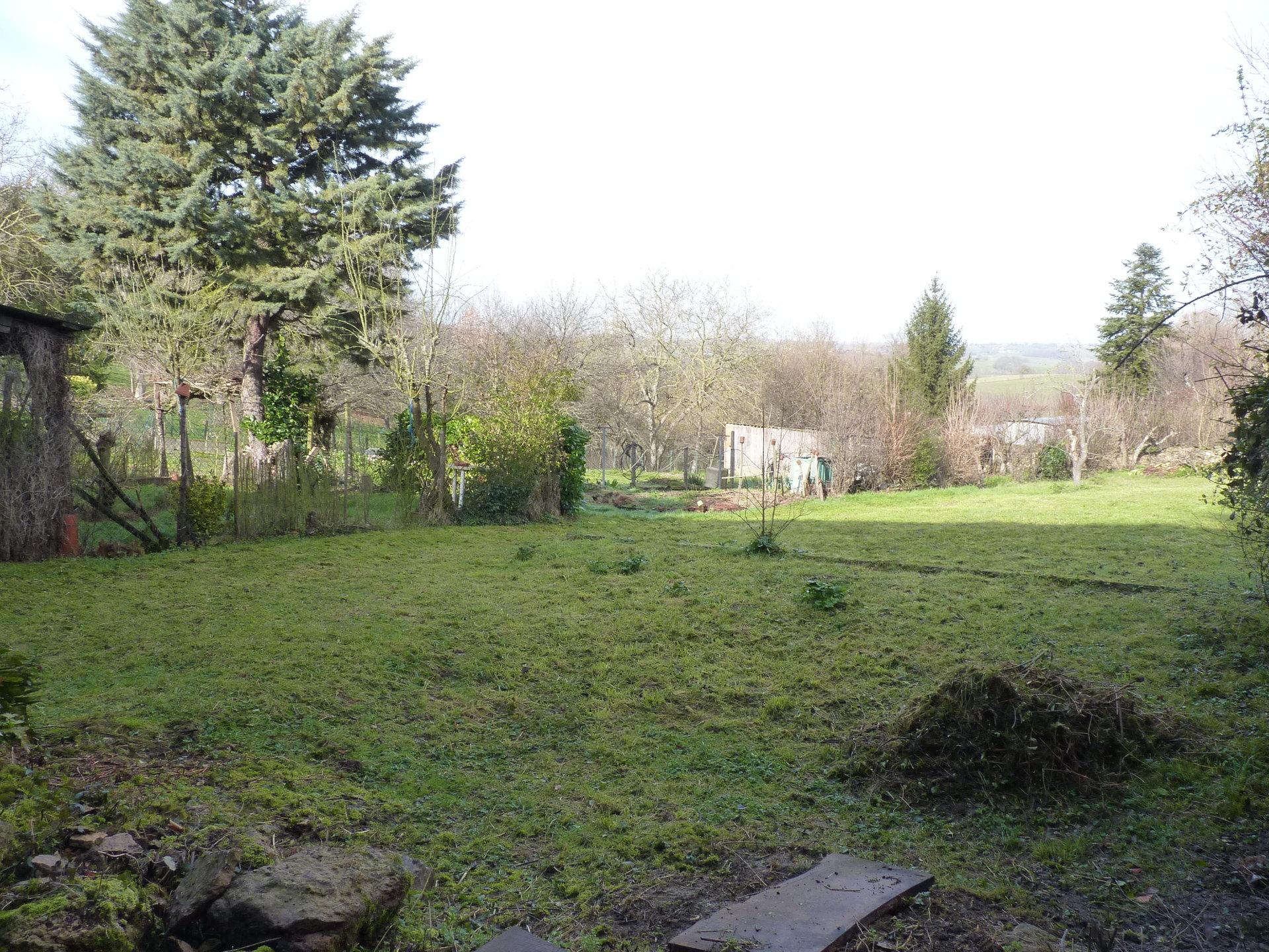 Near Aurignac, T4 village house with garden and large barn