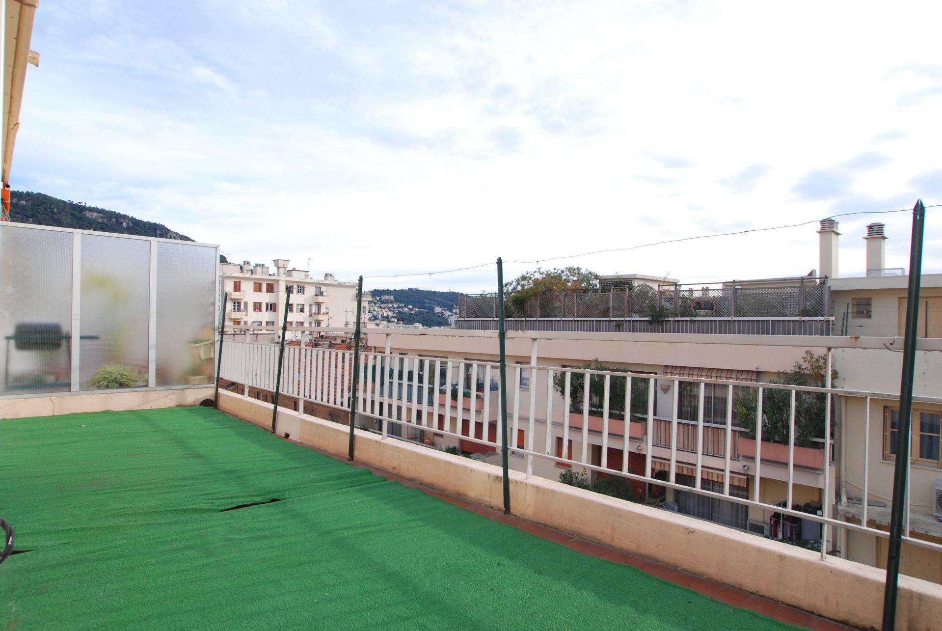 3 Pièces dernier étage - terrasses - Pasteur
