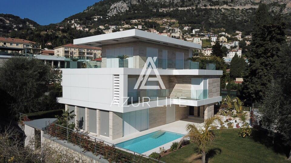Beautiful modern villa near the port