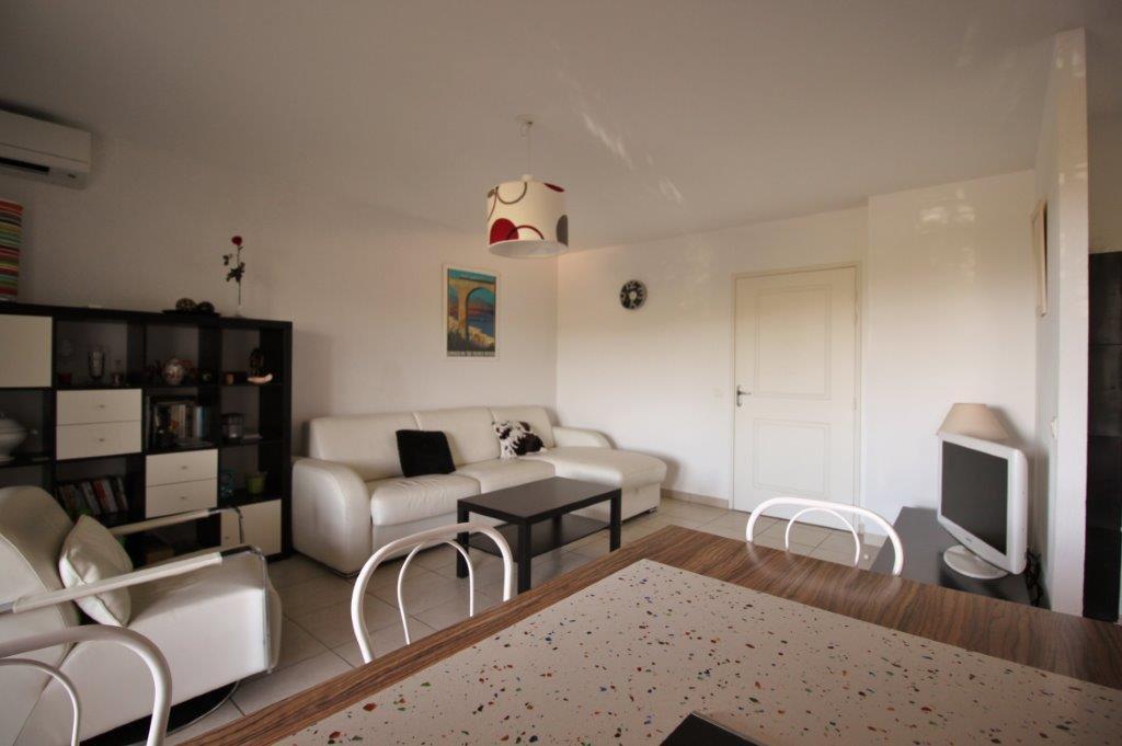 Bel appartement 400 m des plages
