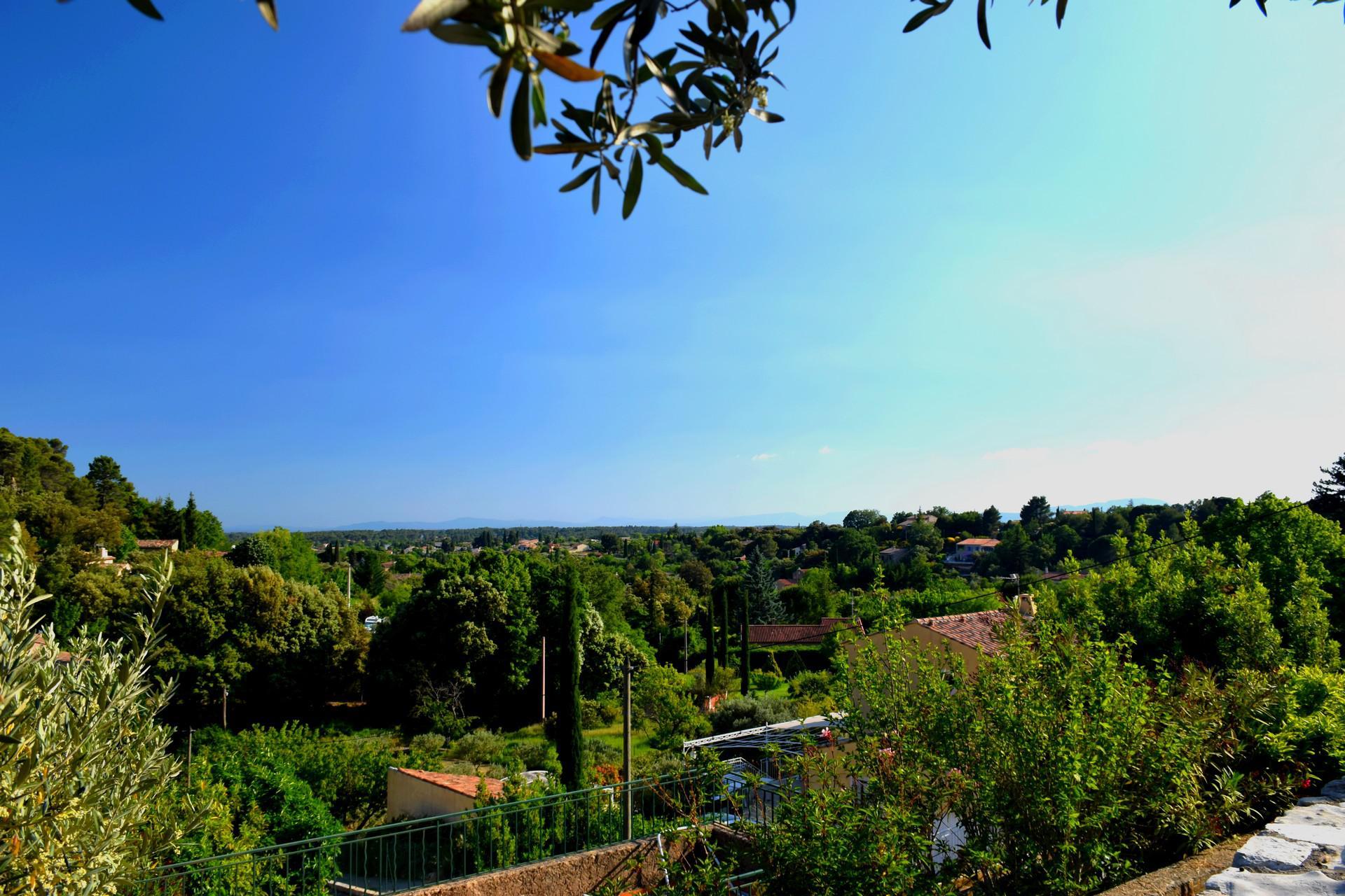 superbe vue village du bastidon aups var provence