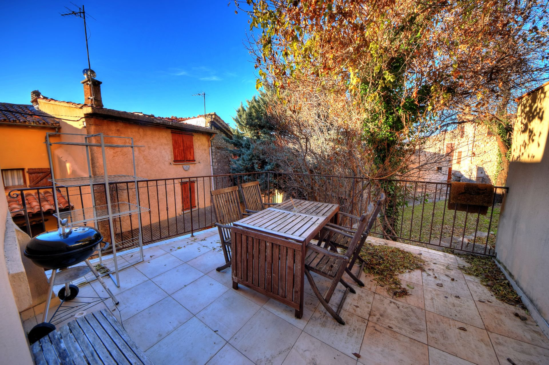 Apartment with terrace Aiguines Provence