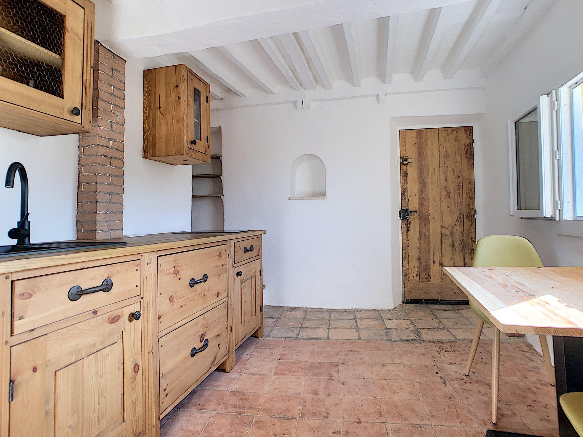 La Roquette Sur Siagne, Charmante maison de village 3P au calme