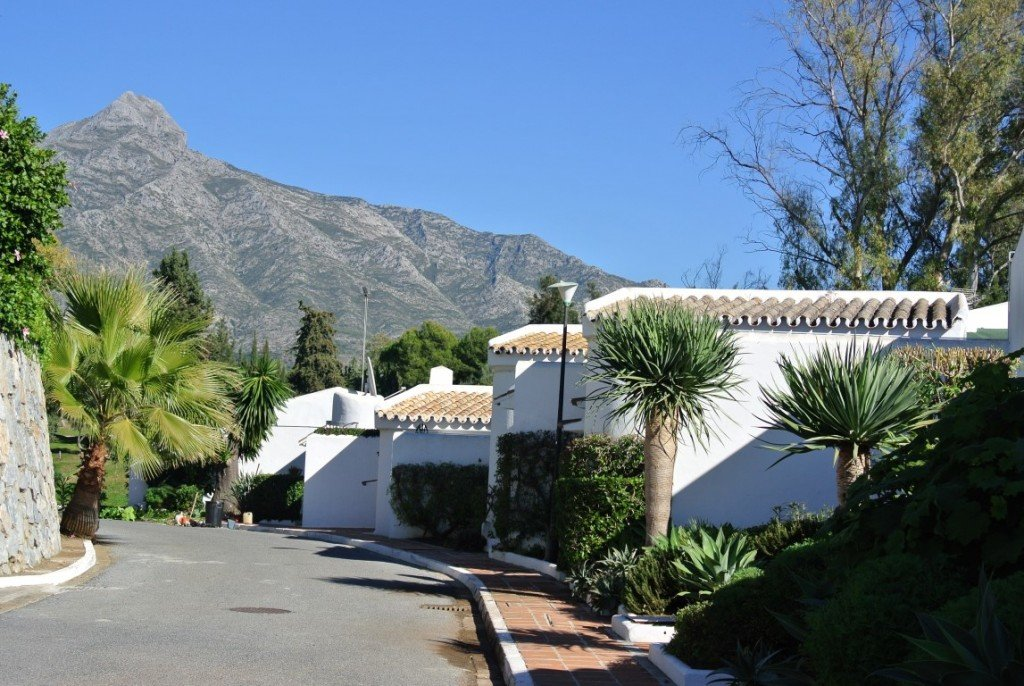 Exclusive townhouse in La Retranca del Angel, Aloha Golf