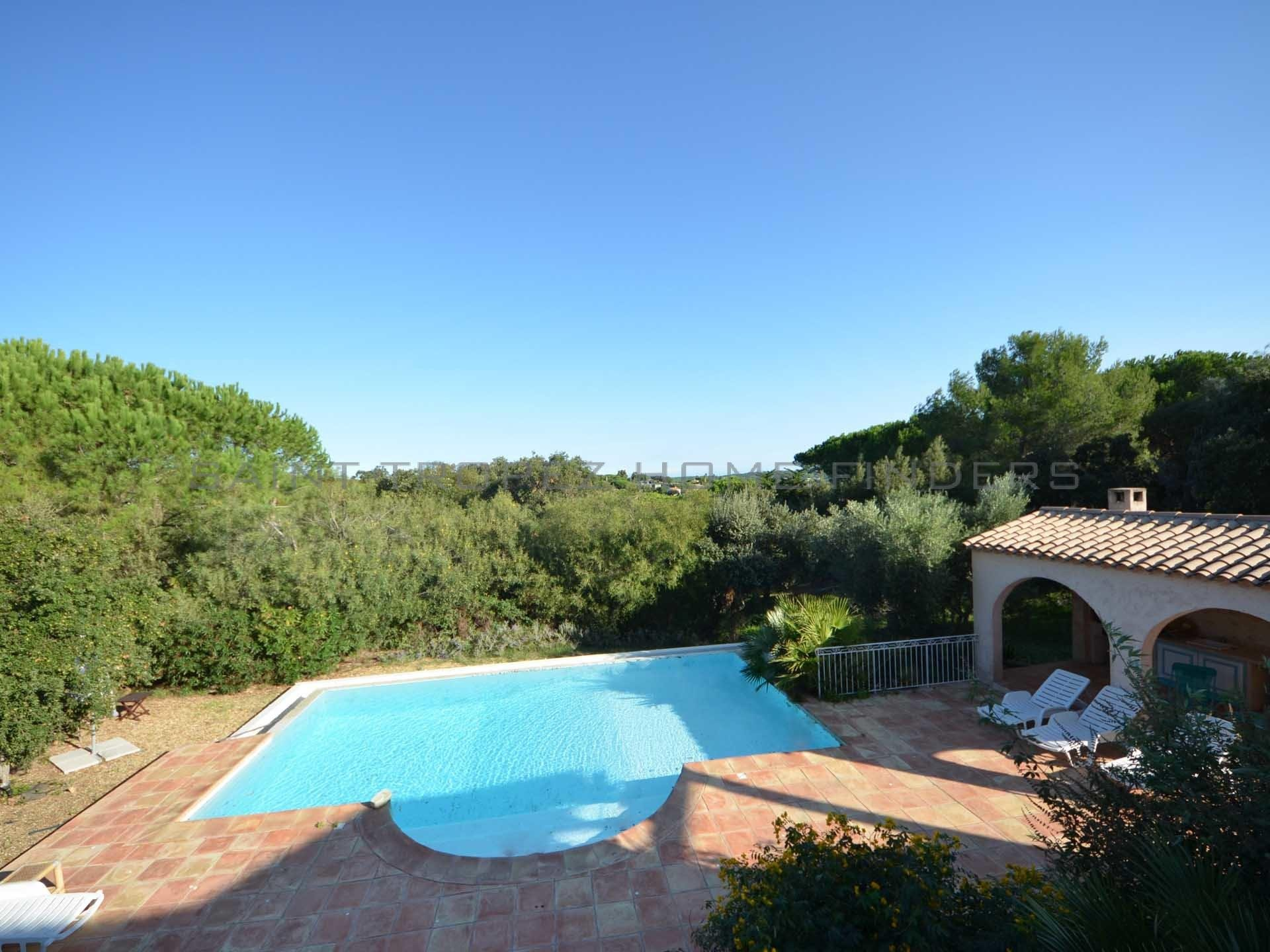 Provencal villa in walking distance to the beach