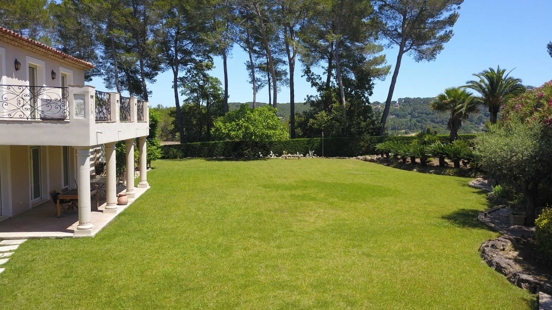 Mougins - Villa in a secure domaine