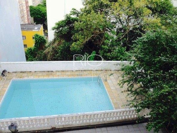 A beautiful 378sqm house with  with swimming-pool on Saint Roman street !