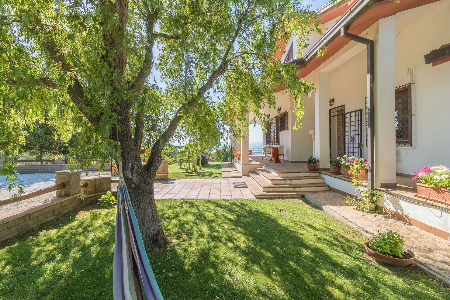 Villa with pool and 1,4 ha land