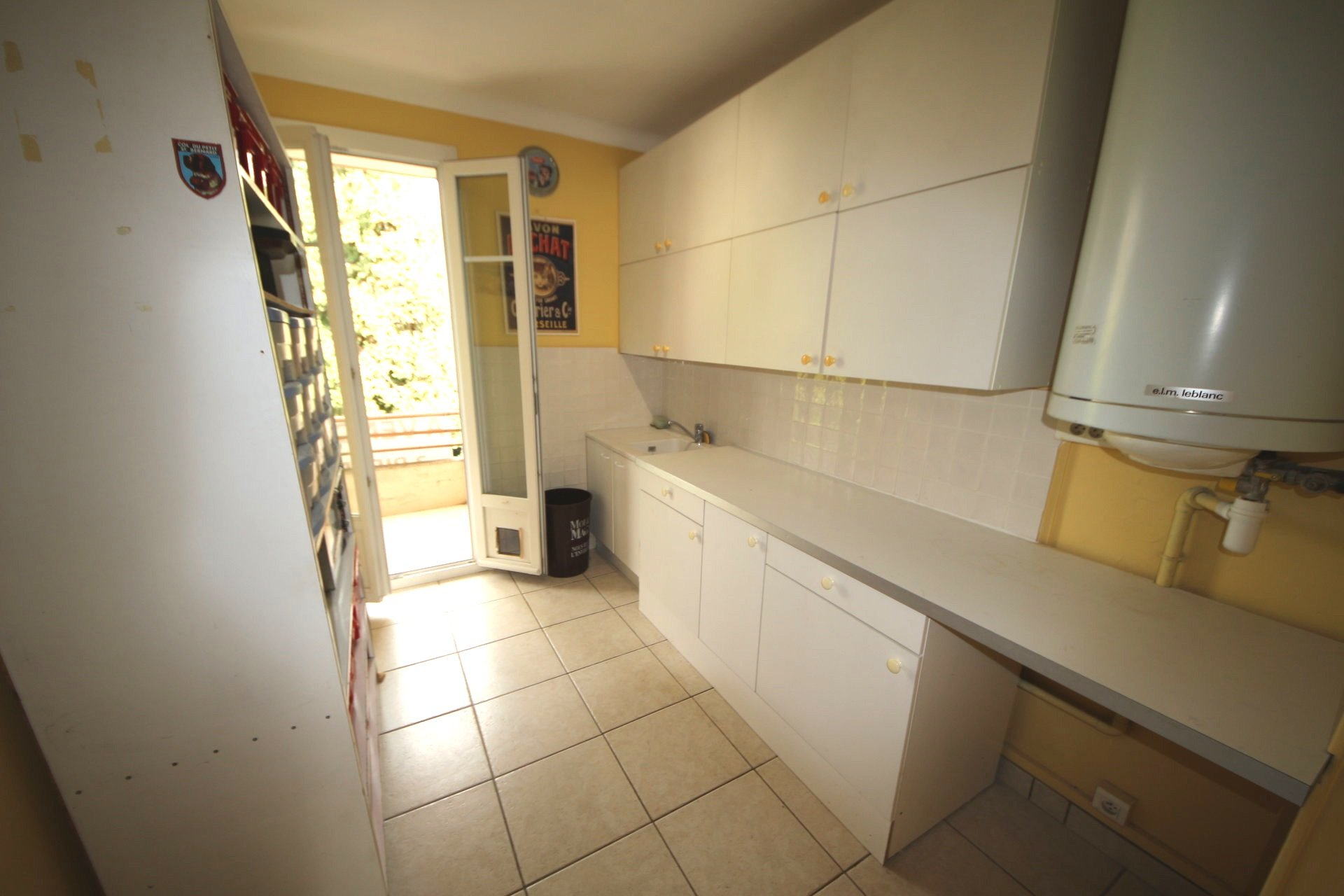 Cannes near Croisette 2 bedroom with terrace to renovate