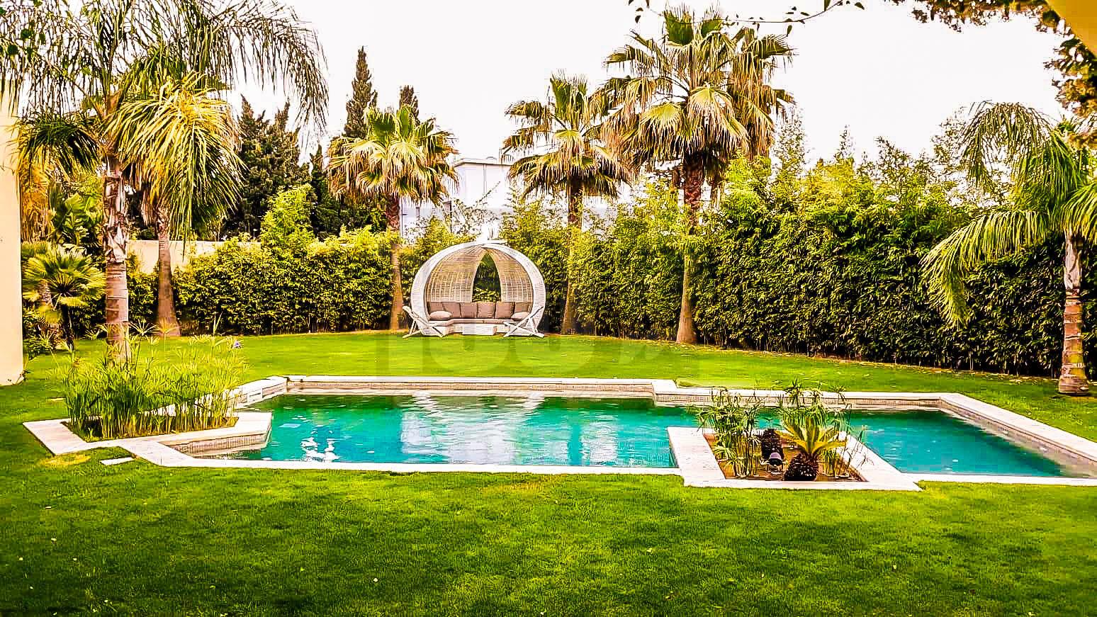 Vente villa de maître de 1300 m² à Chotrana 3
