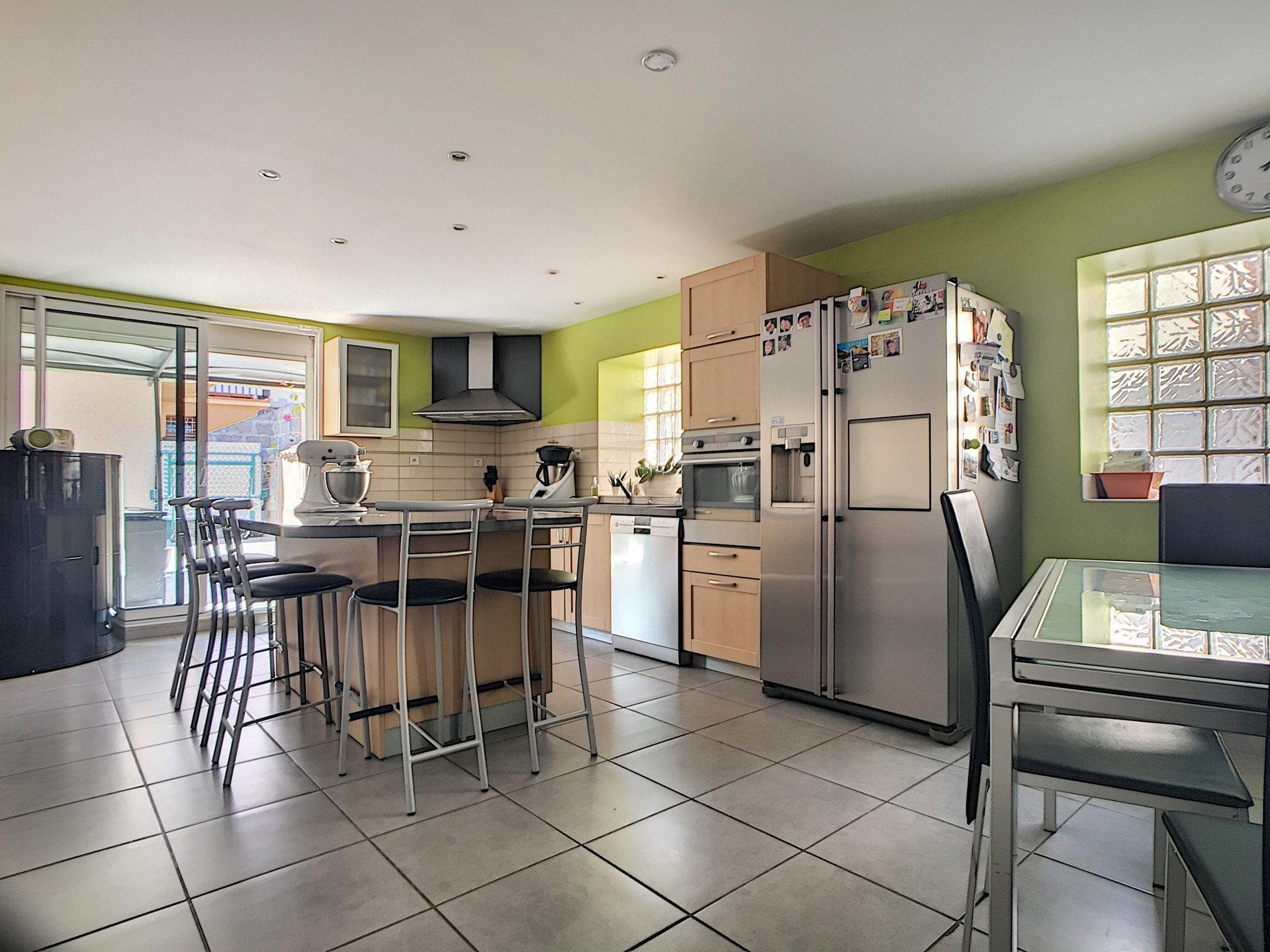 maison de village  142 m²  4 ch terrasse et garage