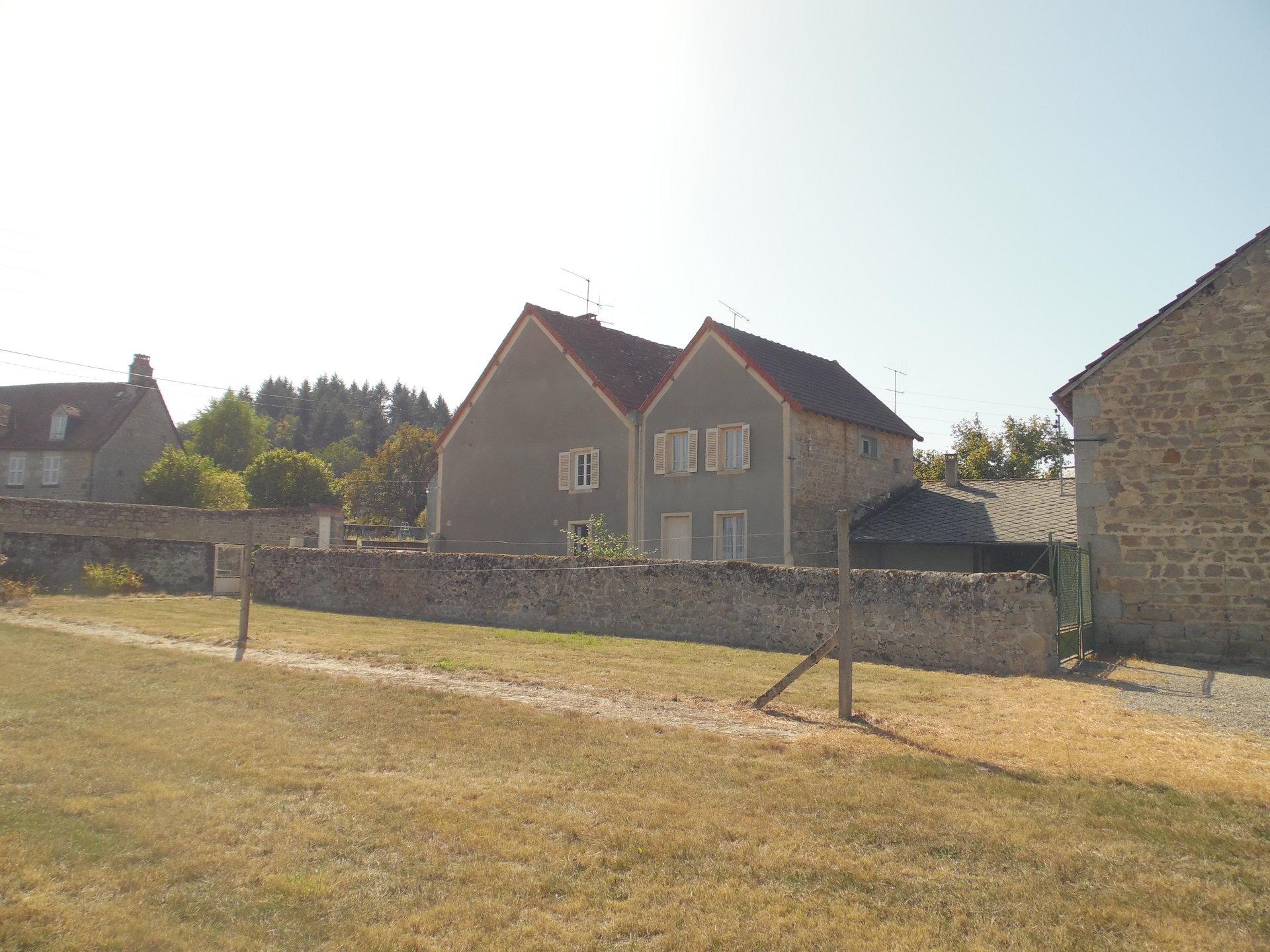 À vendre dans la Creuse spacieuse maison de bourg