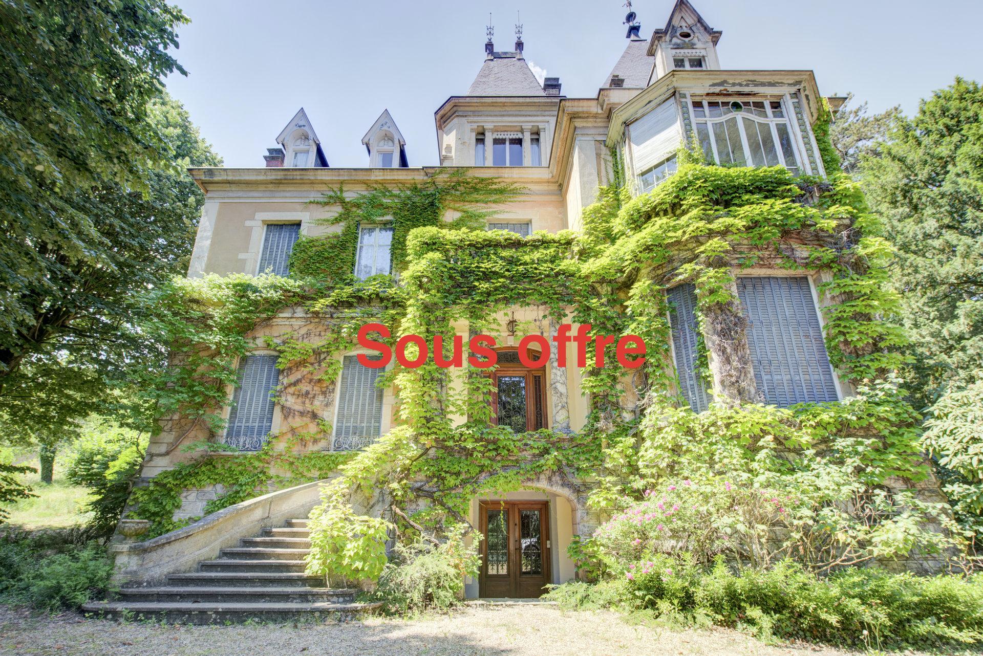 Pommiers, T4 dans un magnifique  château, jardin de 512 m2