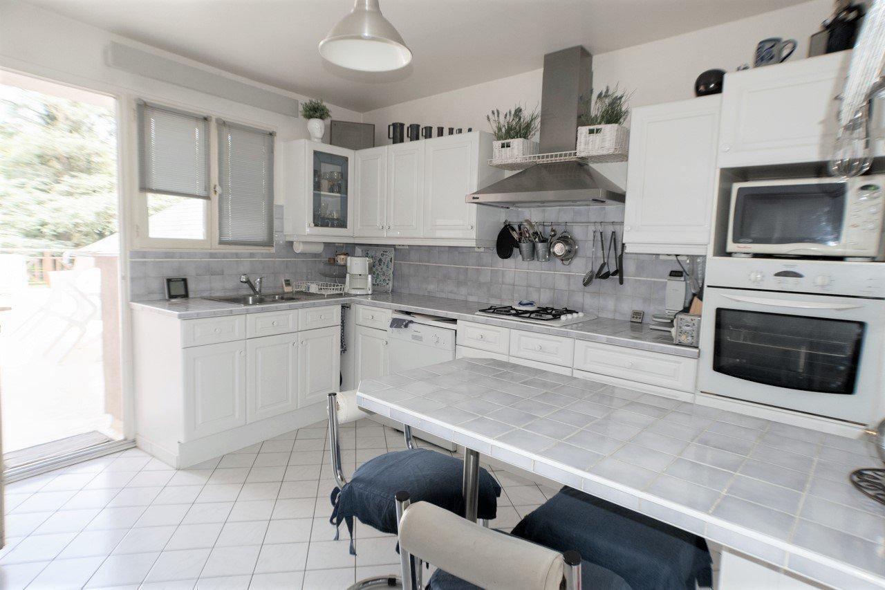 Sale House - La Neuville-Chant-d'Oisel