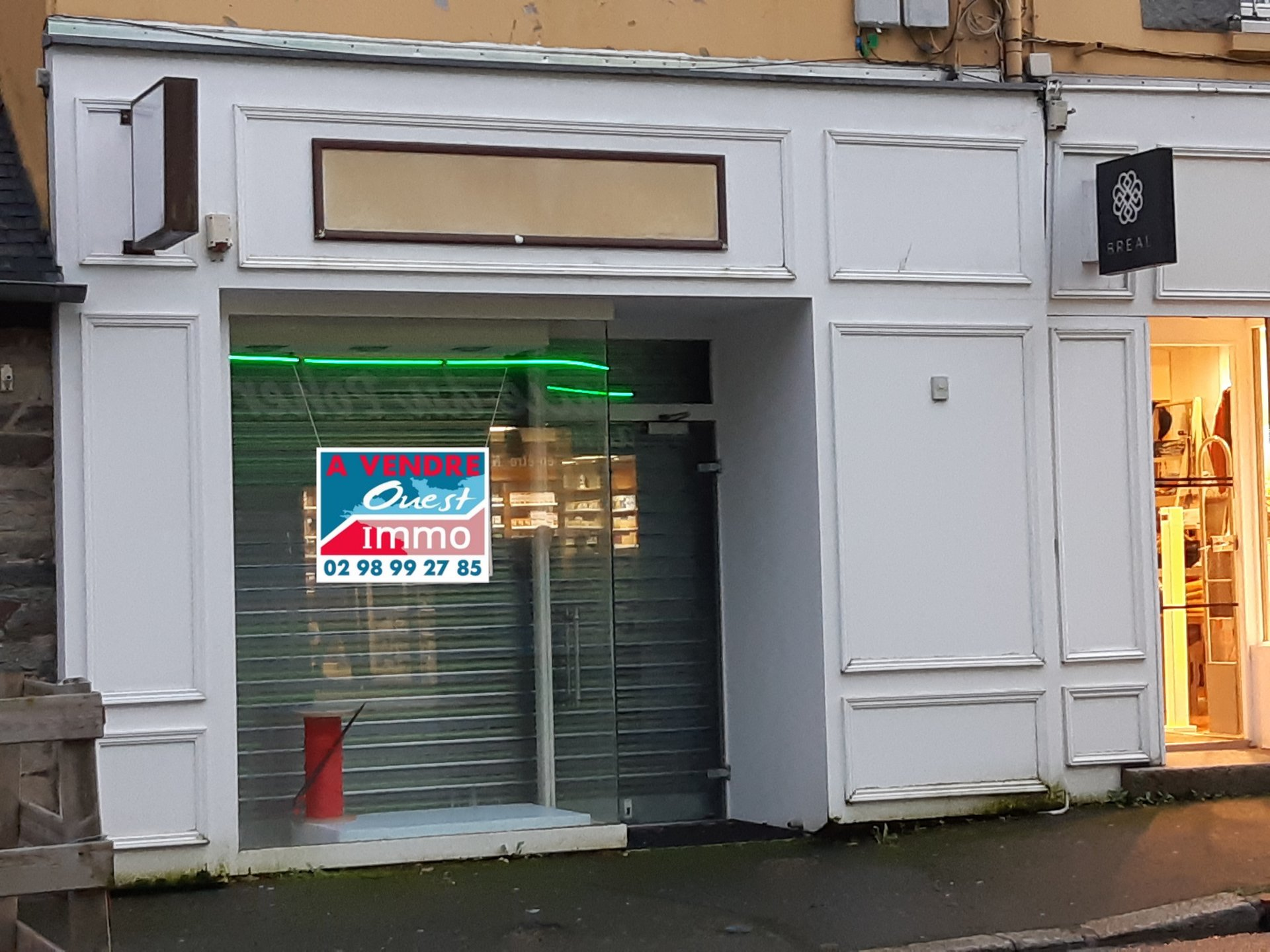 CARHAIX-PLOUGUER  : LOCAL COMMERCIAL