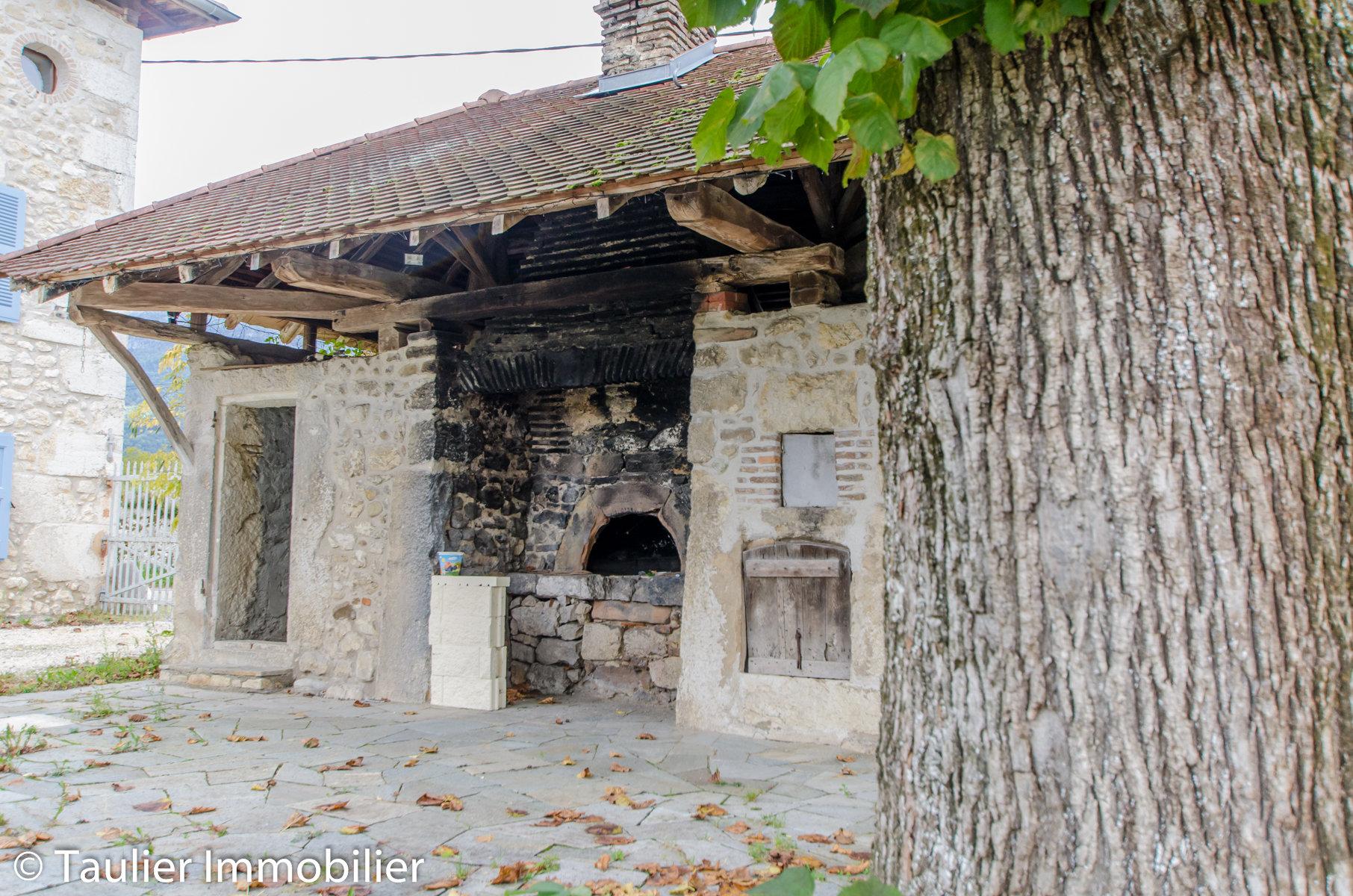 Maison en pierre rénovée, 5 chambres, dépendances