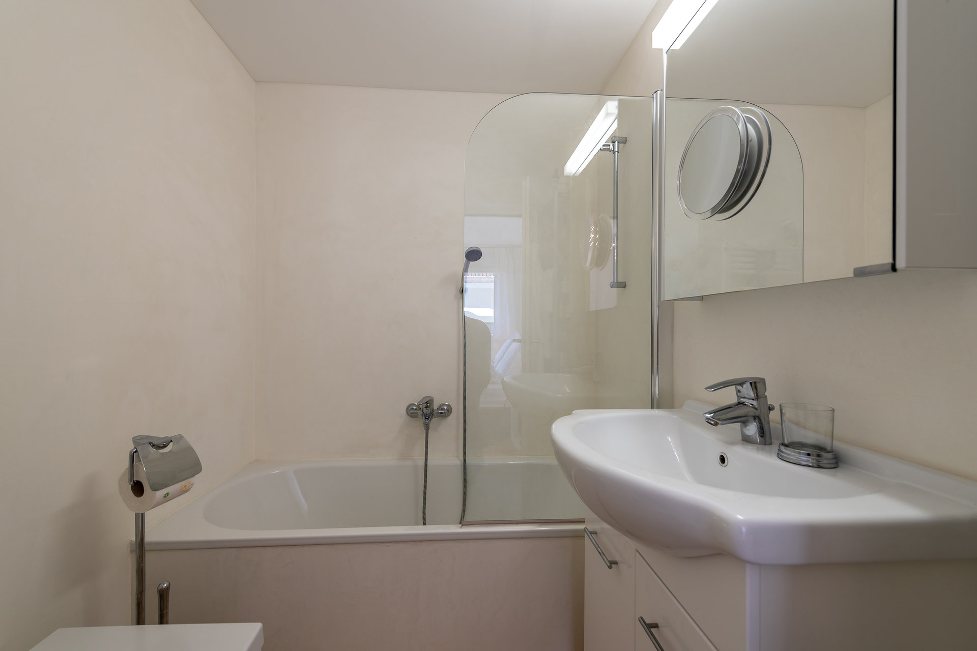 Apartment furnished for sale in St.Moritz-bathroom