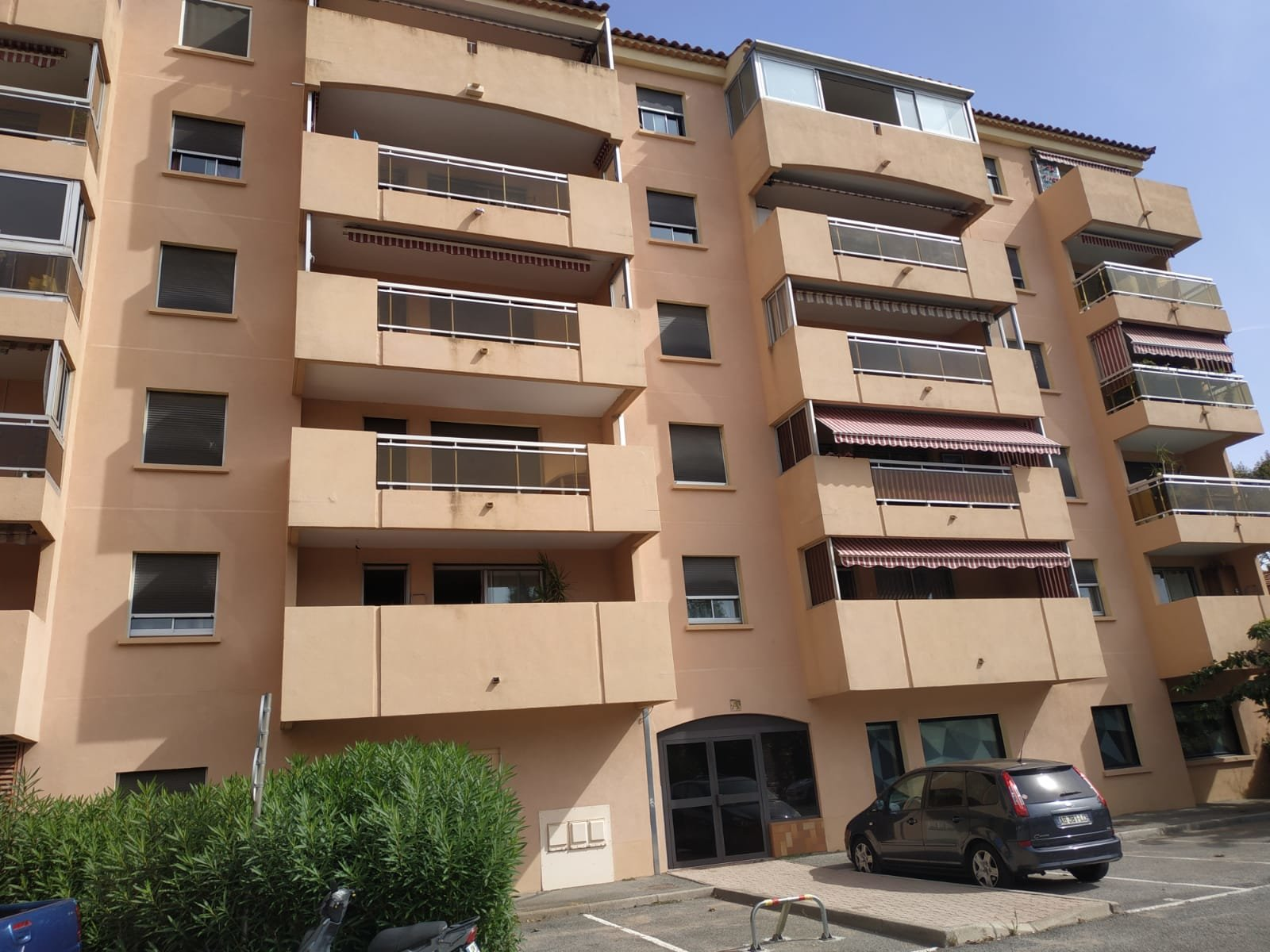 Fréjus centre T3/T4 76m² cave et parking