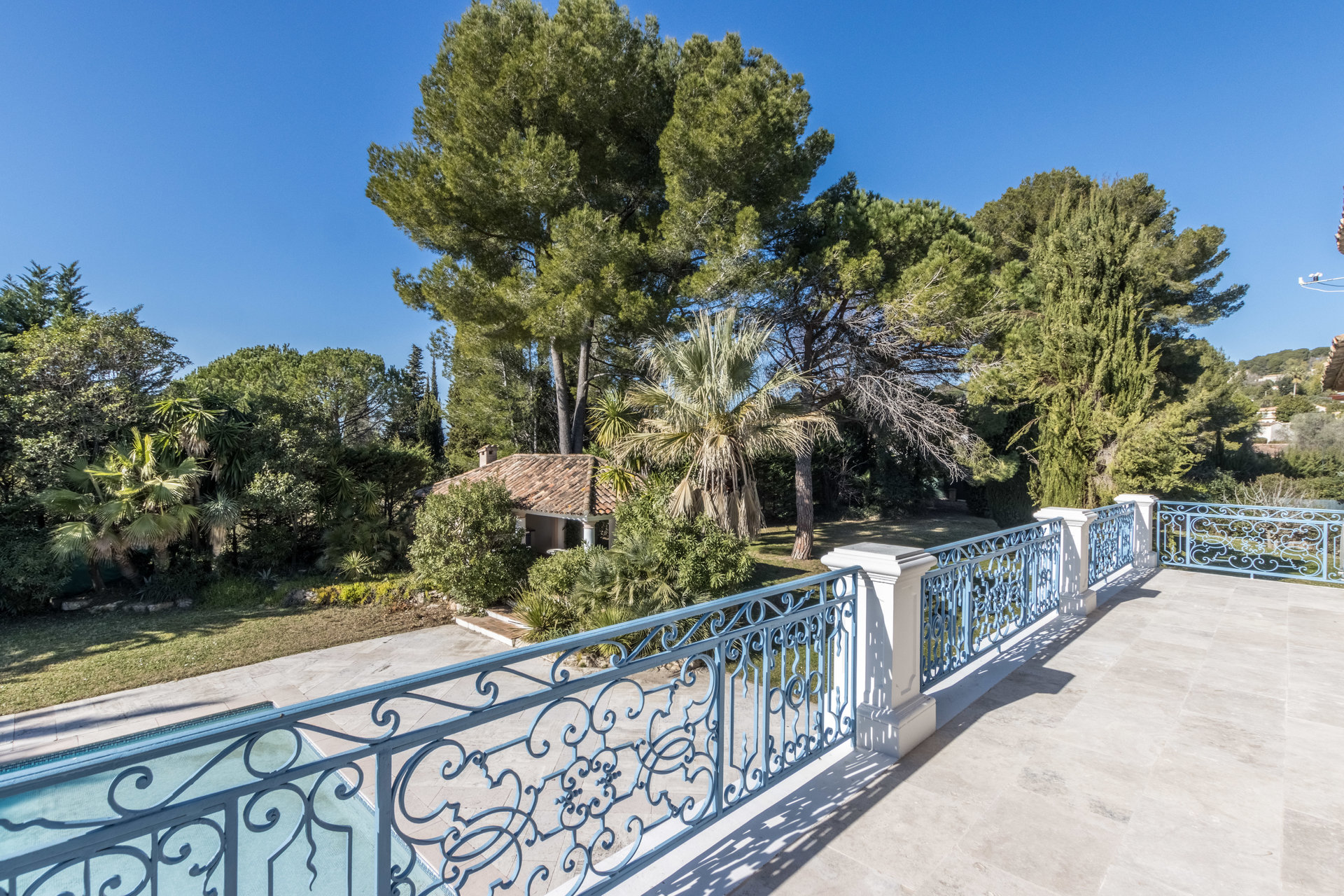 MOUGINS - VILLA 550m2 - PISCINA - TERRENO 4500M2