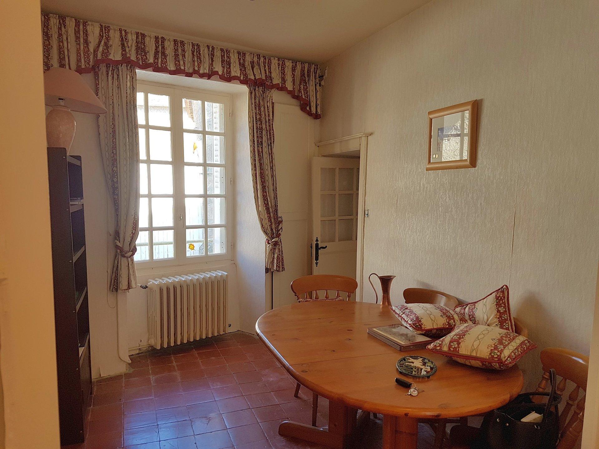 La Brenne, Indre 36: maison avec cour