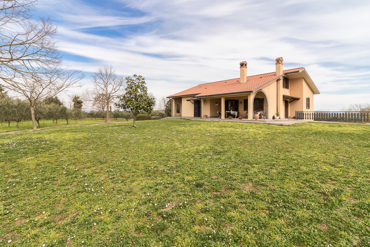 QUIET AREA: Large single villa with beautiful and quiet land