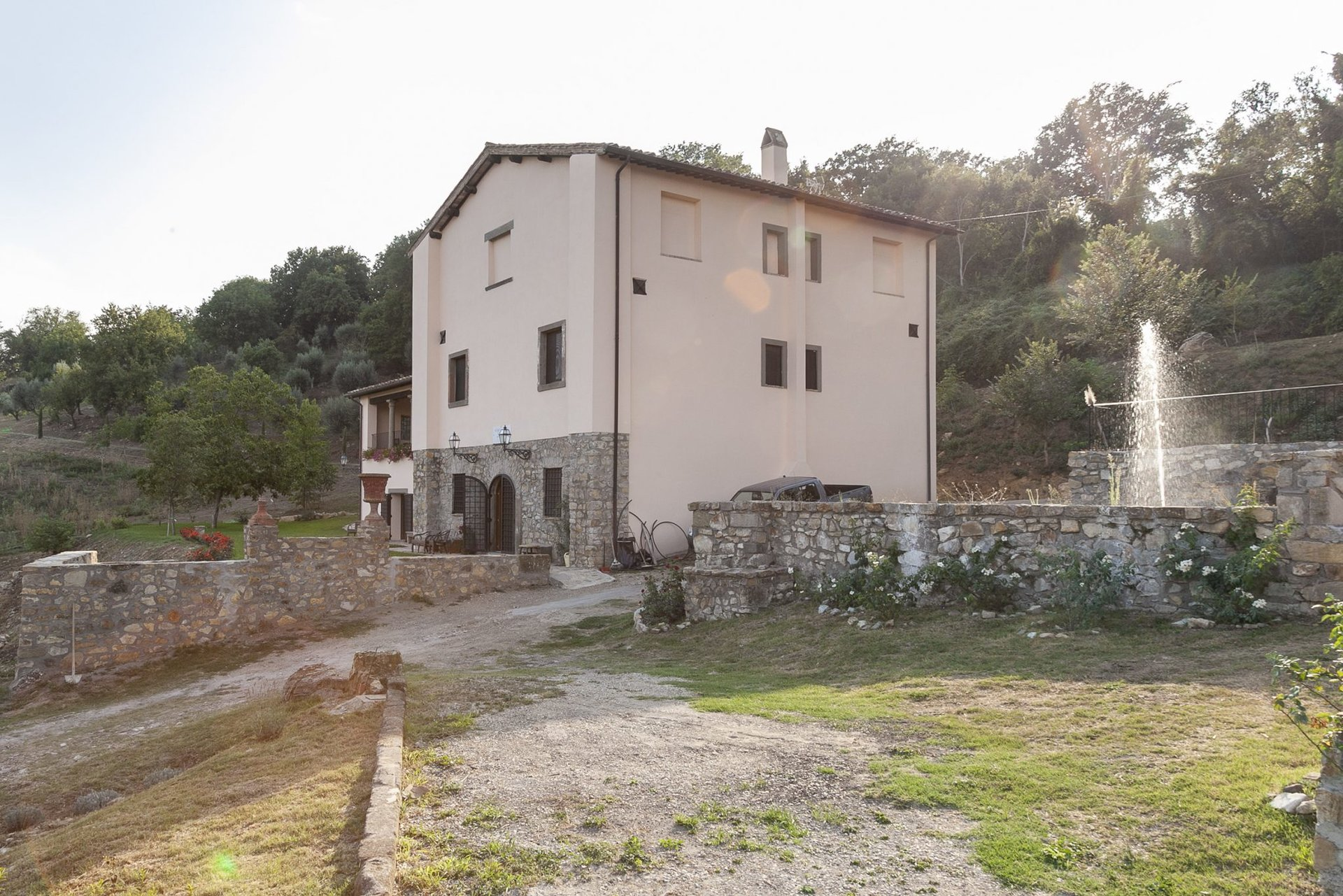 Historic farmhouses complex on 5 hectares plus infinity pool