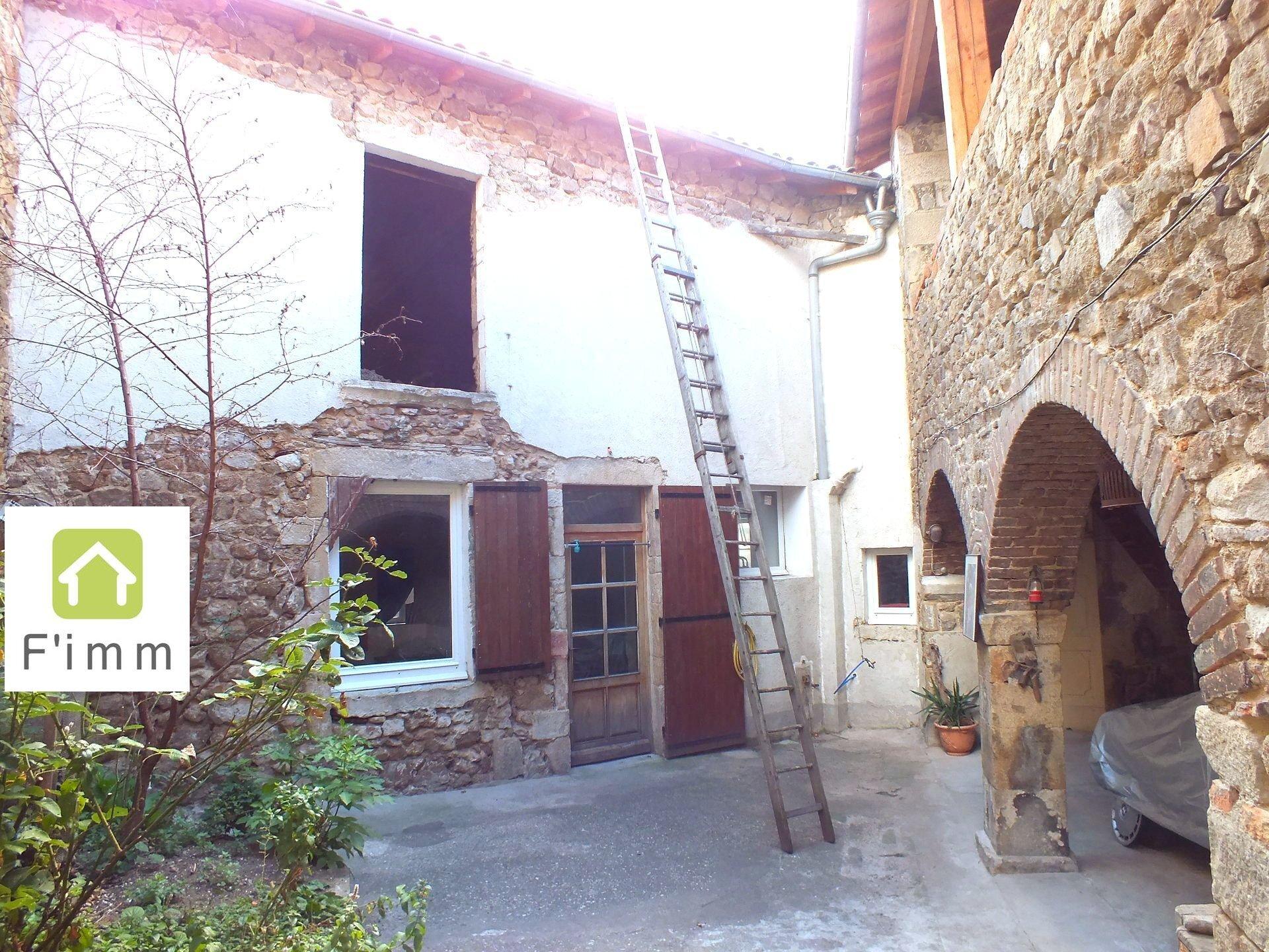 Maison de village avec cour