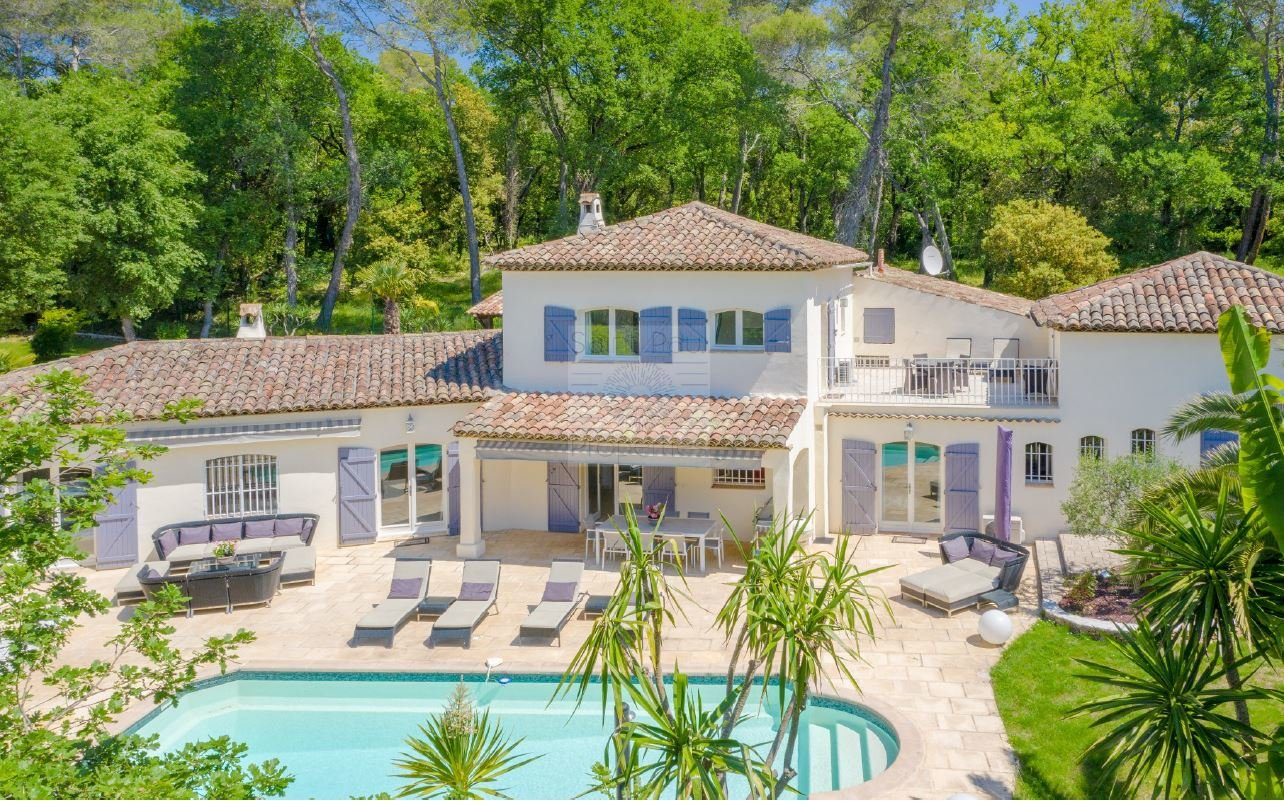 SUPERB PROVENCAL VILLA ABSOLUTE QUIETENESS