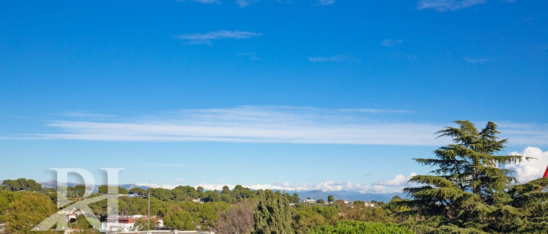 Beautiful Rooftop 3 bedroom apartment with large terrasse 150 sqm Sight of the Sea