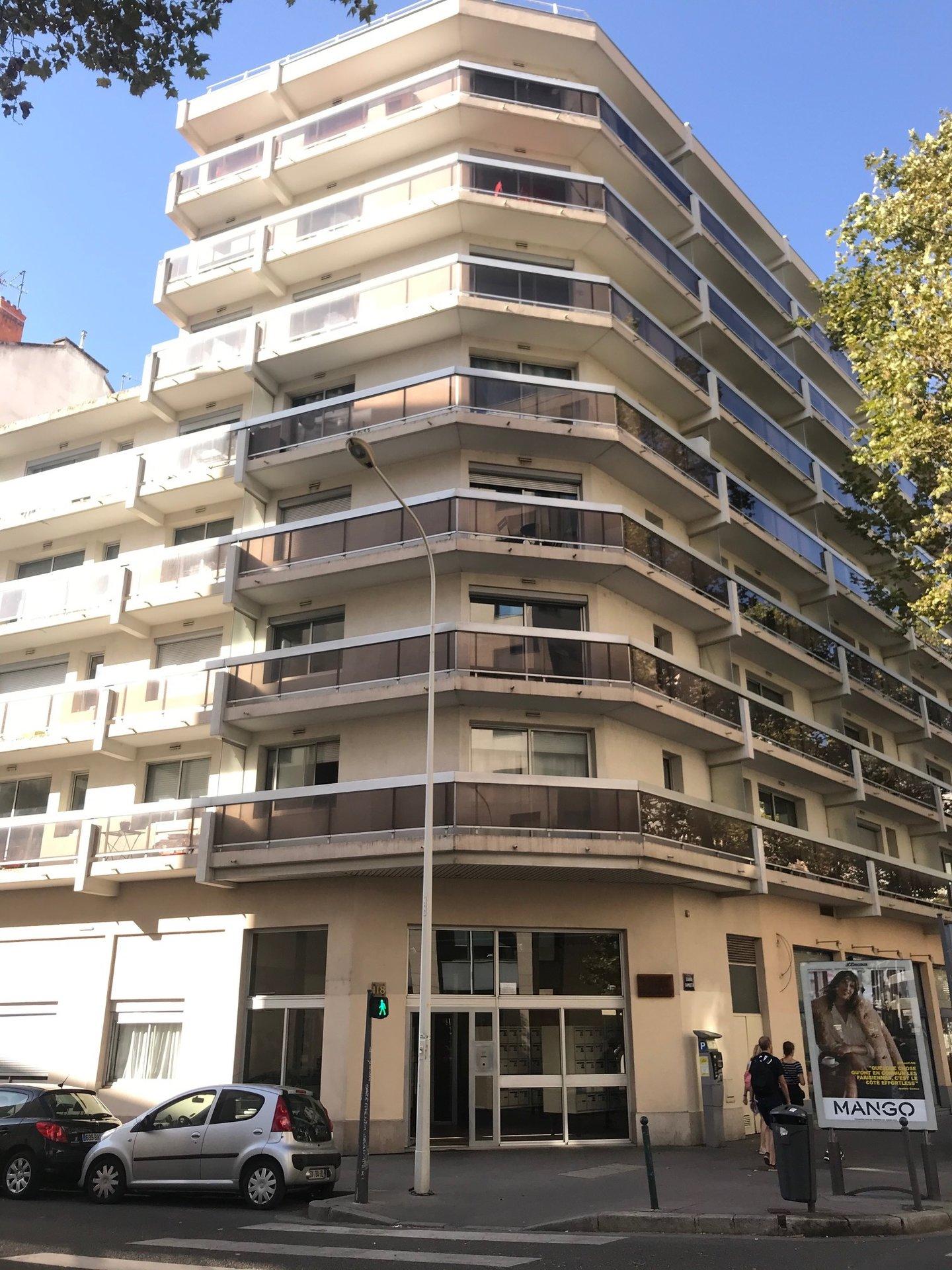 Lyon 7 - Garage sous-sol - 80€