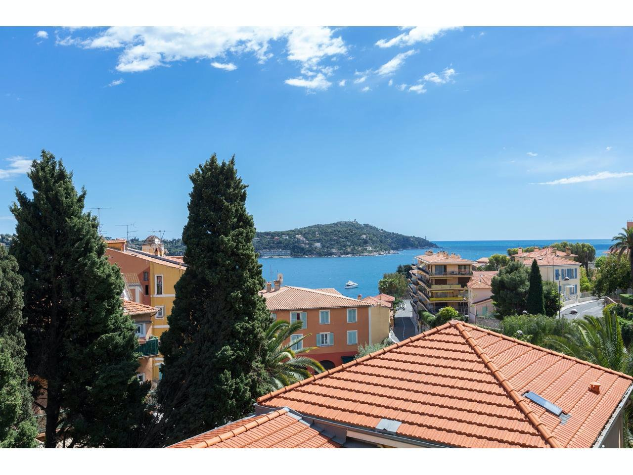 Apartment with large terrace in Villefranche-sur-mer close to all amenities
