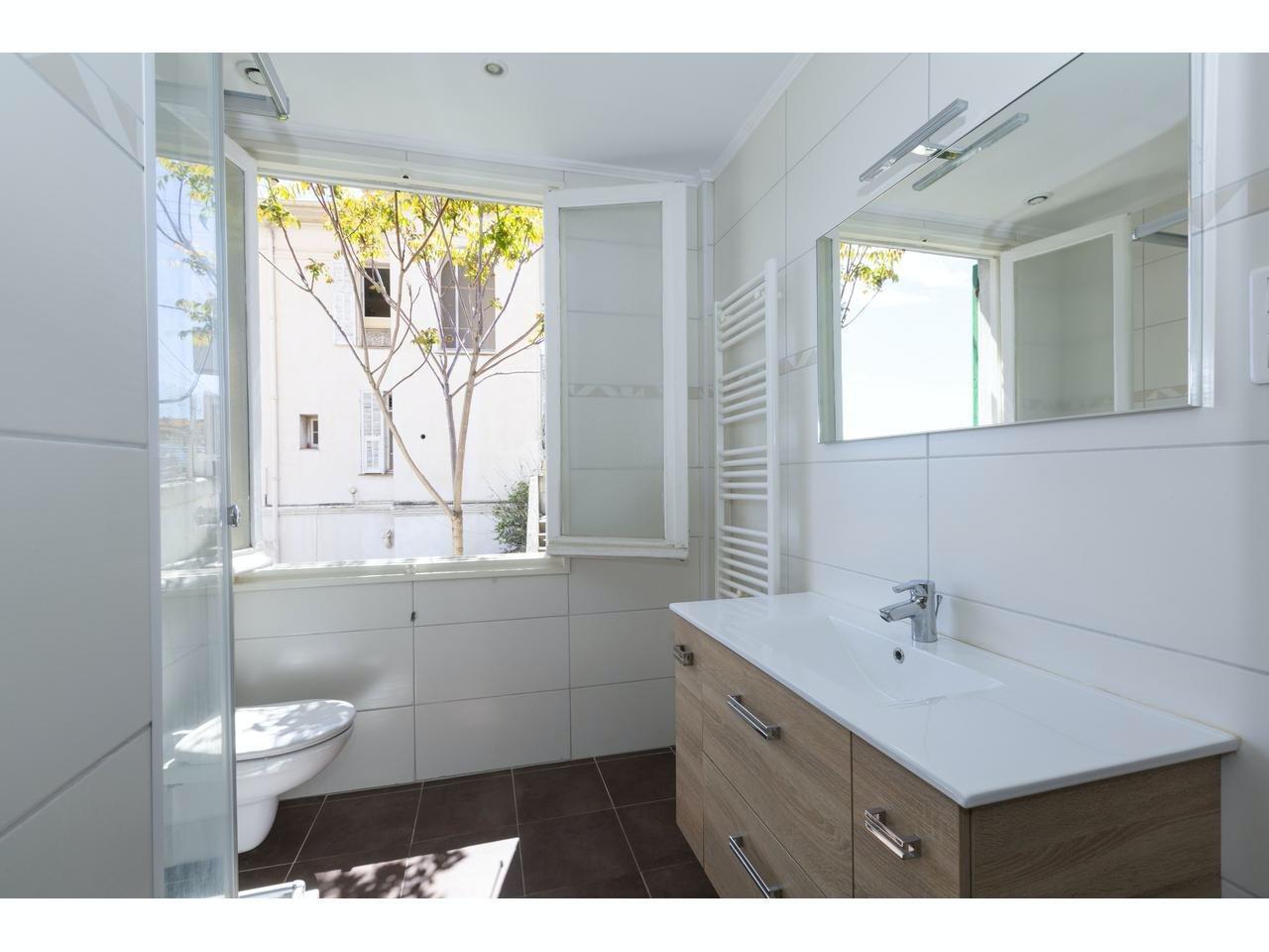 Lägenhet med stor terrass i Villefranche-sur-mer med havsutsikt nära allt