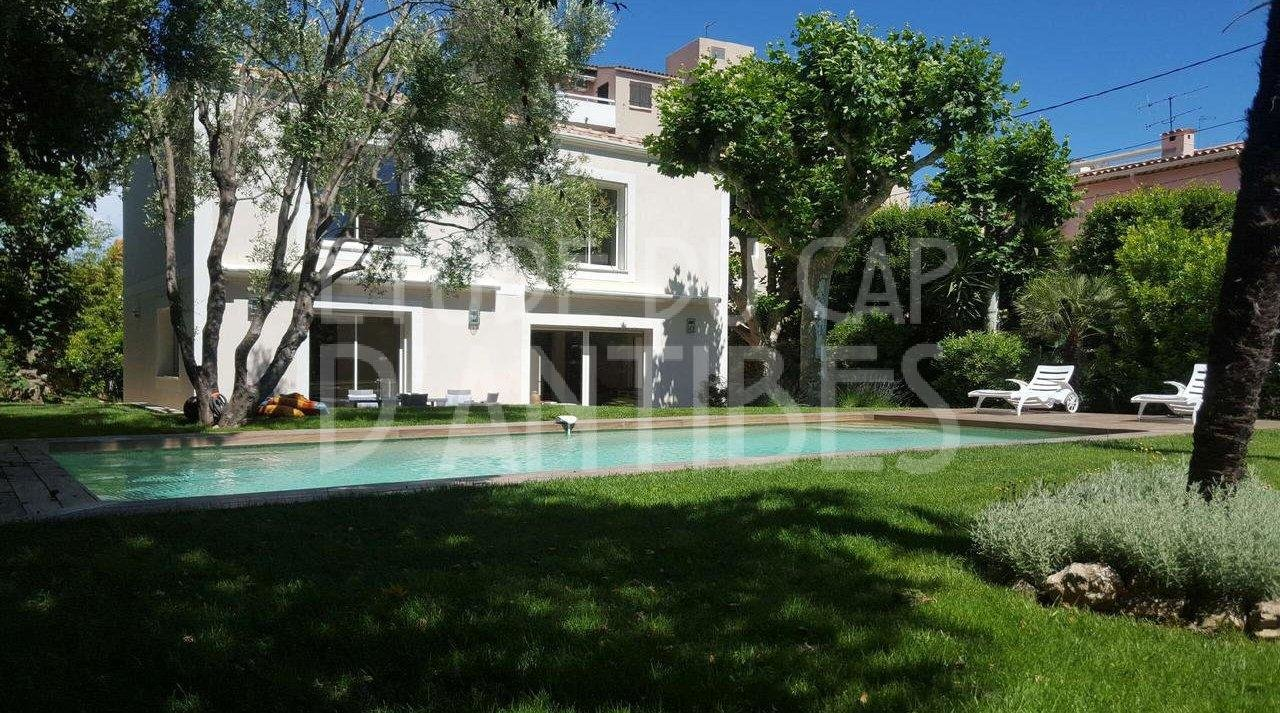 House  5 Rooms 220 m²  for sale
