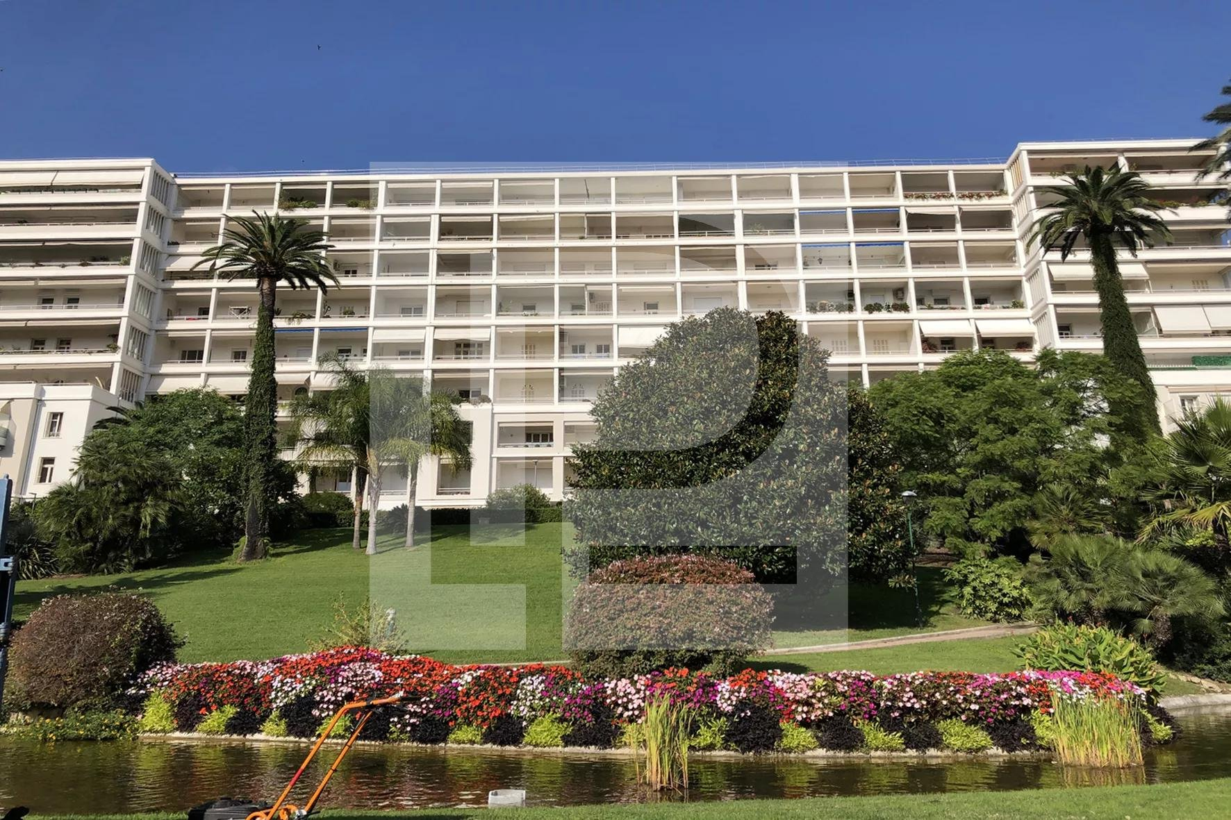 CO-EXCLUSIVITE - Grand studio - A 250m de la rue d'Antibes