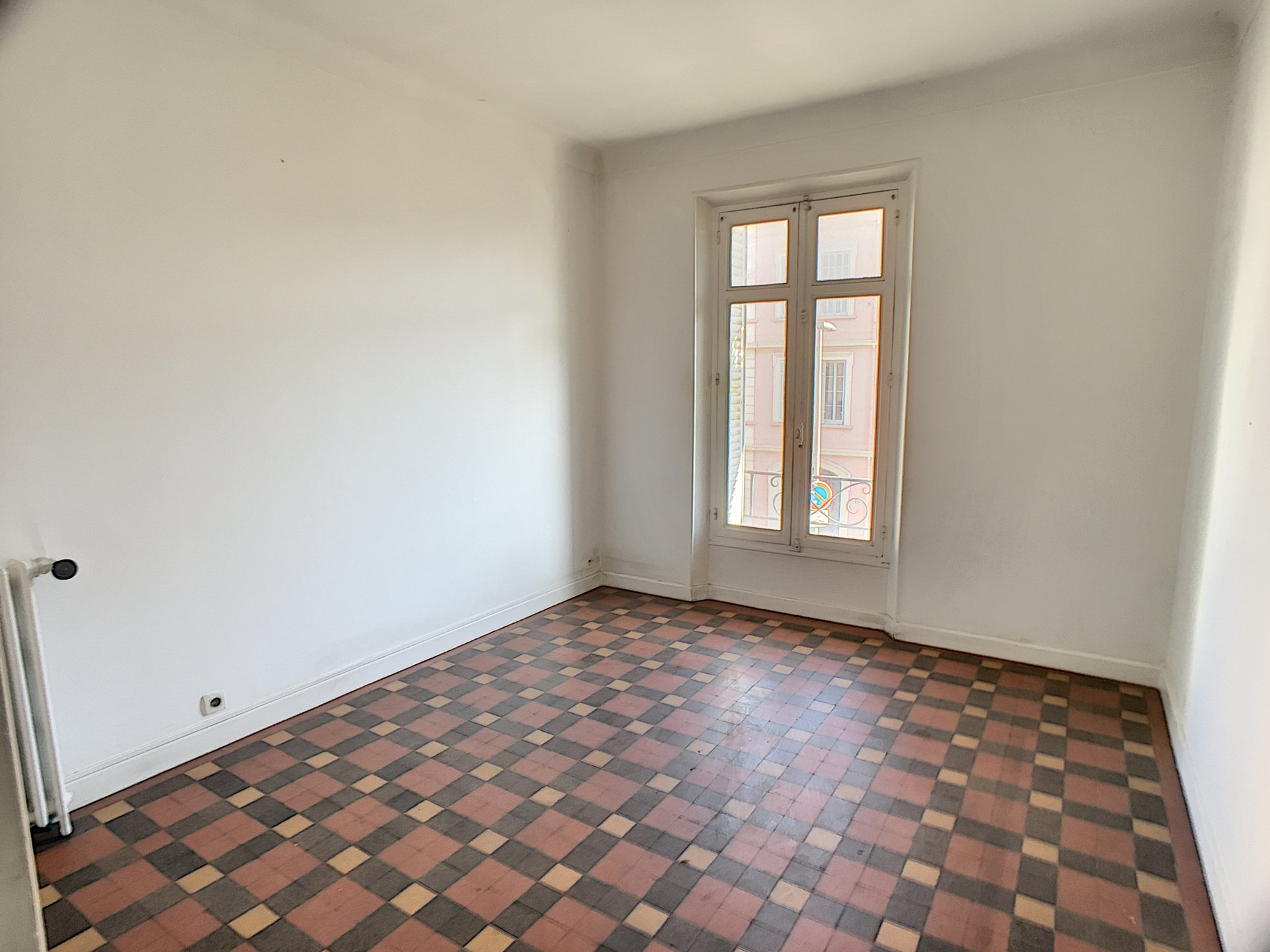 Sole agent - 2 rooms flat.