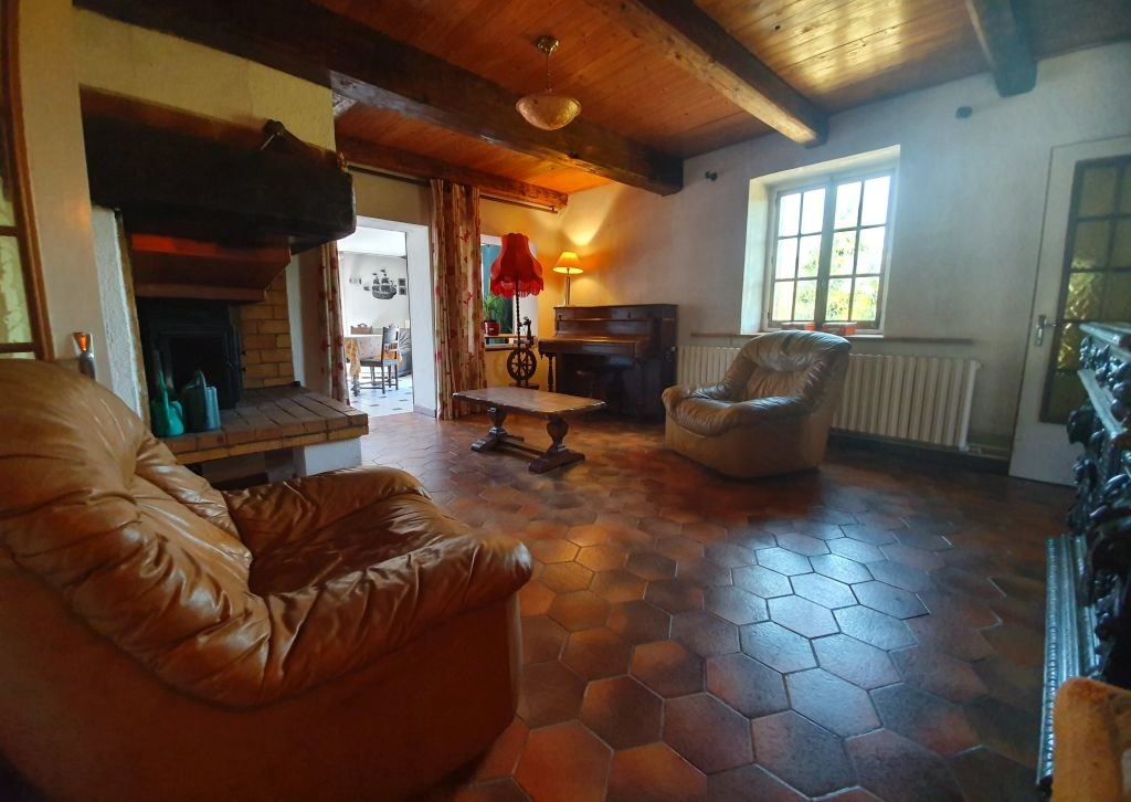 VOSGES - Kalm gelegen, oude boerderij met bijgebouwtje op 4.598 m2