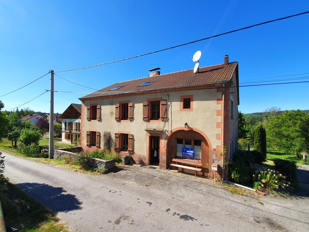 VOSGES - Calmly situated, old farm with small outbuilding on 4.598 m2