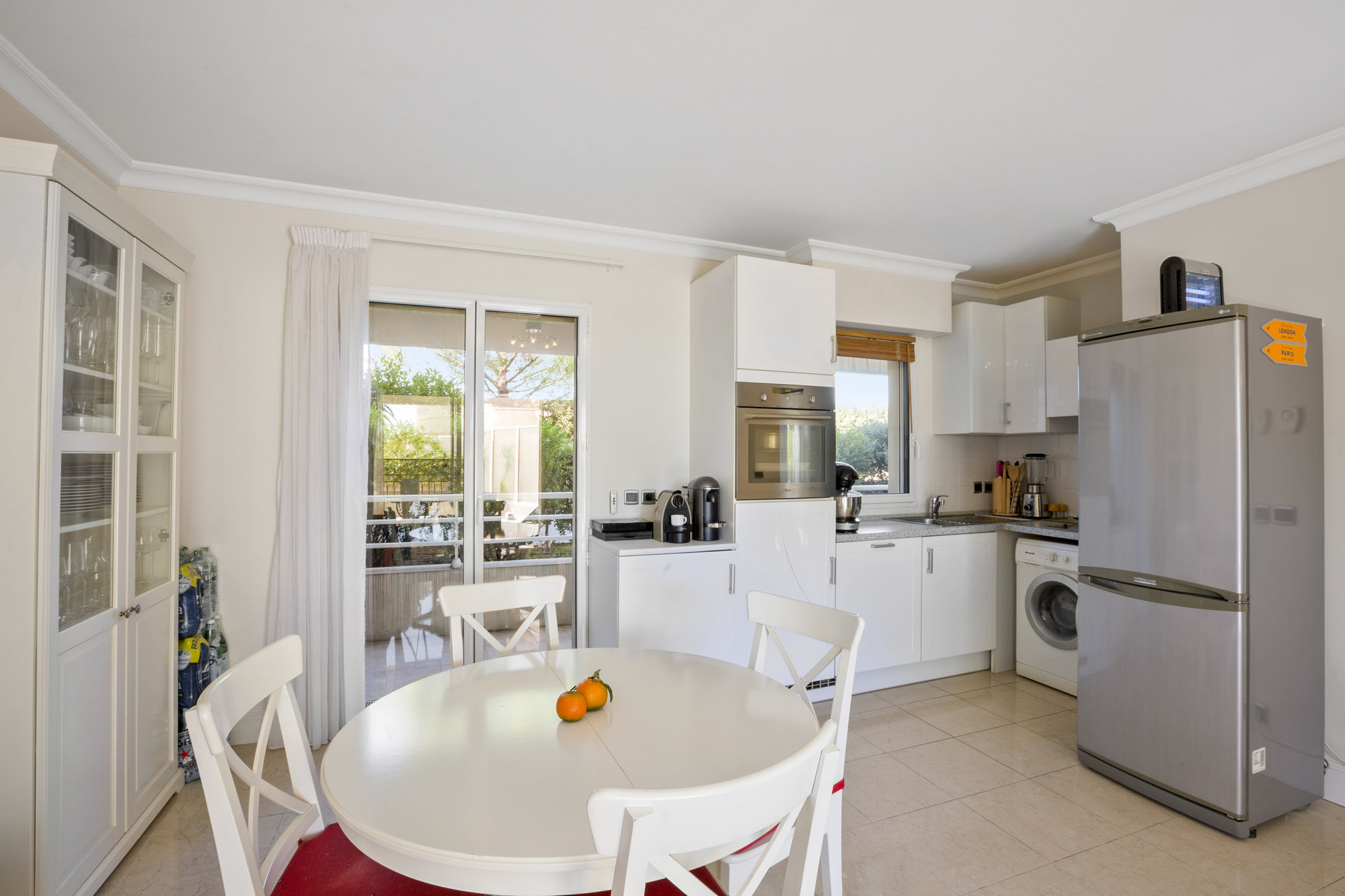 Super 1 bed apartment directly on the beach in Cannes