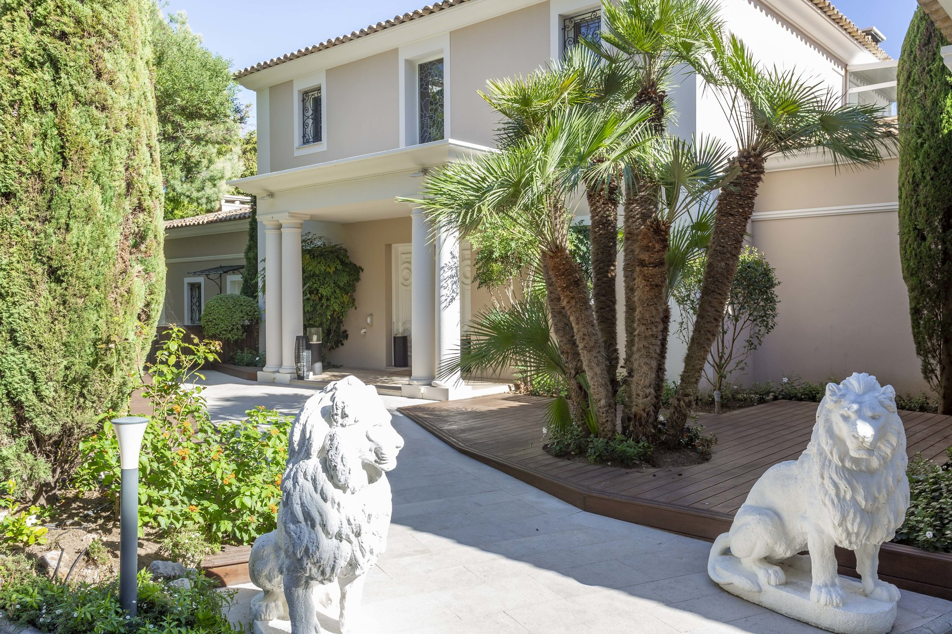 SUPER CANNES - OUTSTANDING FLORENTINE STYLE VILLA