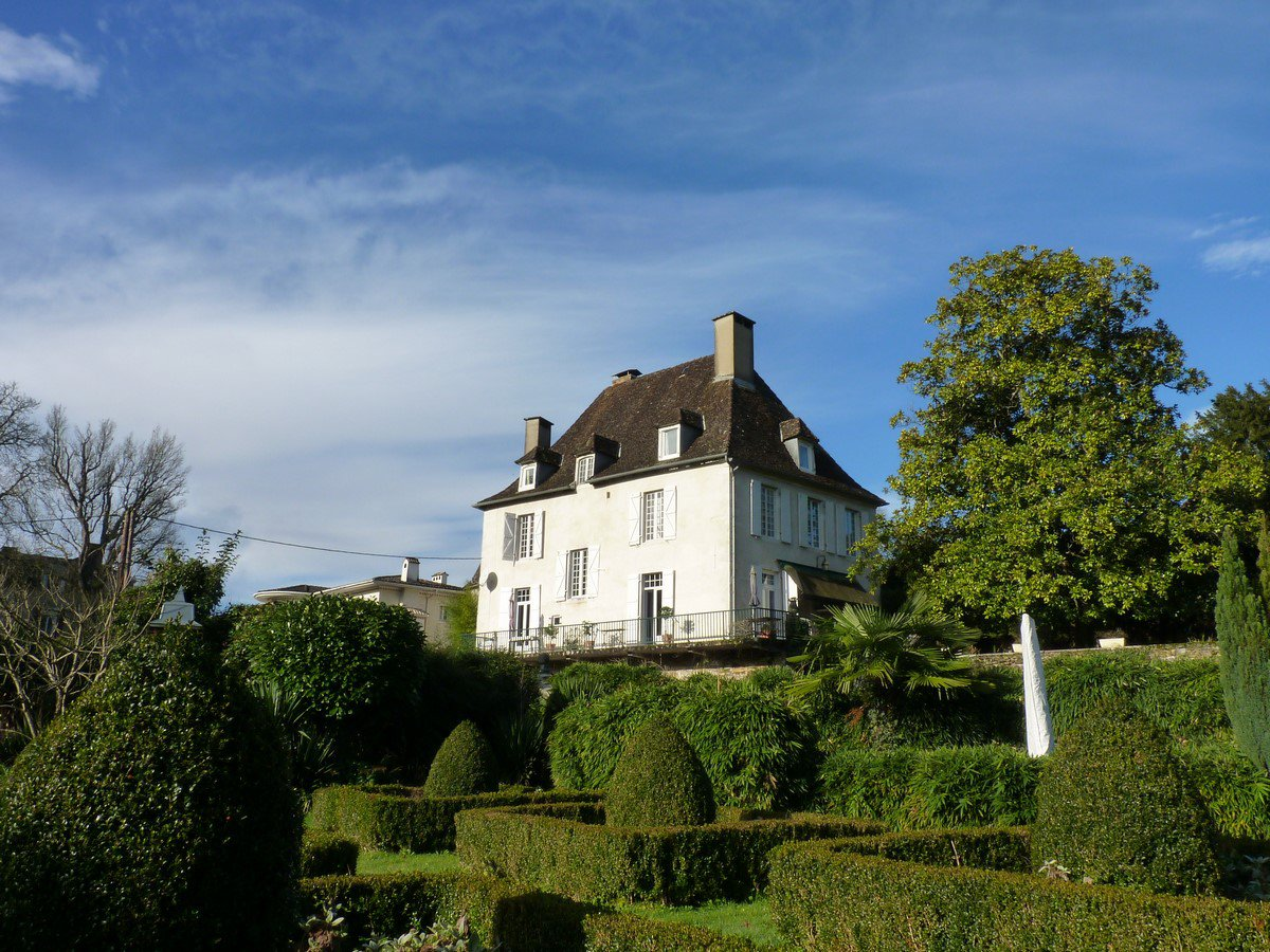 Salies de Bearn - 18th Century Maison de Maître with independent apartment and 6000m² of land.