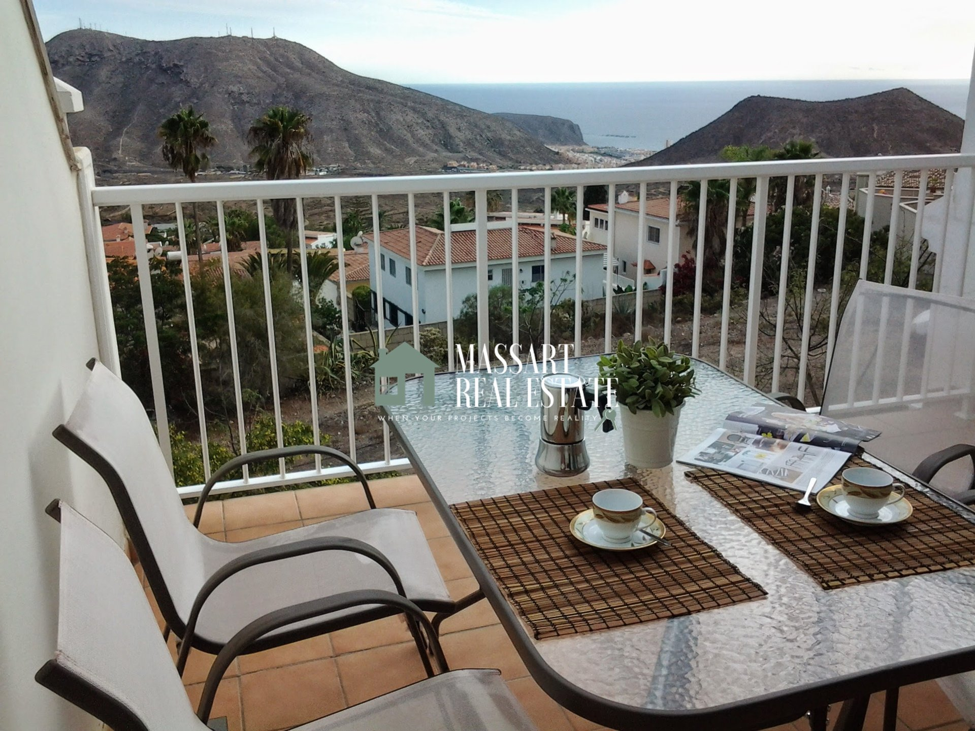 Bellissimo appartamento di 62 m2 situato a Chayofa (Mirador del Atlántico), in una delle zone più tranquille di Tenerife, a soli 5 minuti da Los Cristianos / Las Américas.