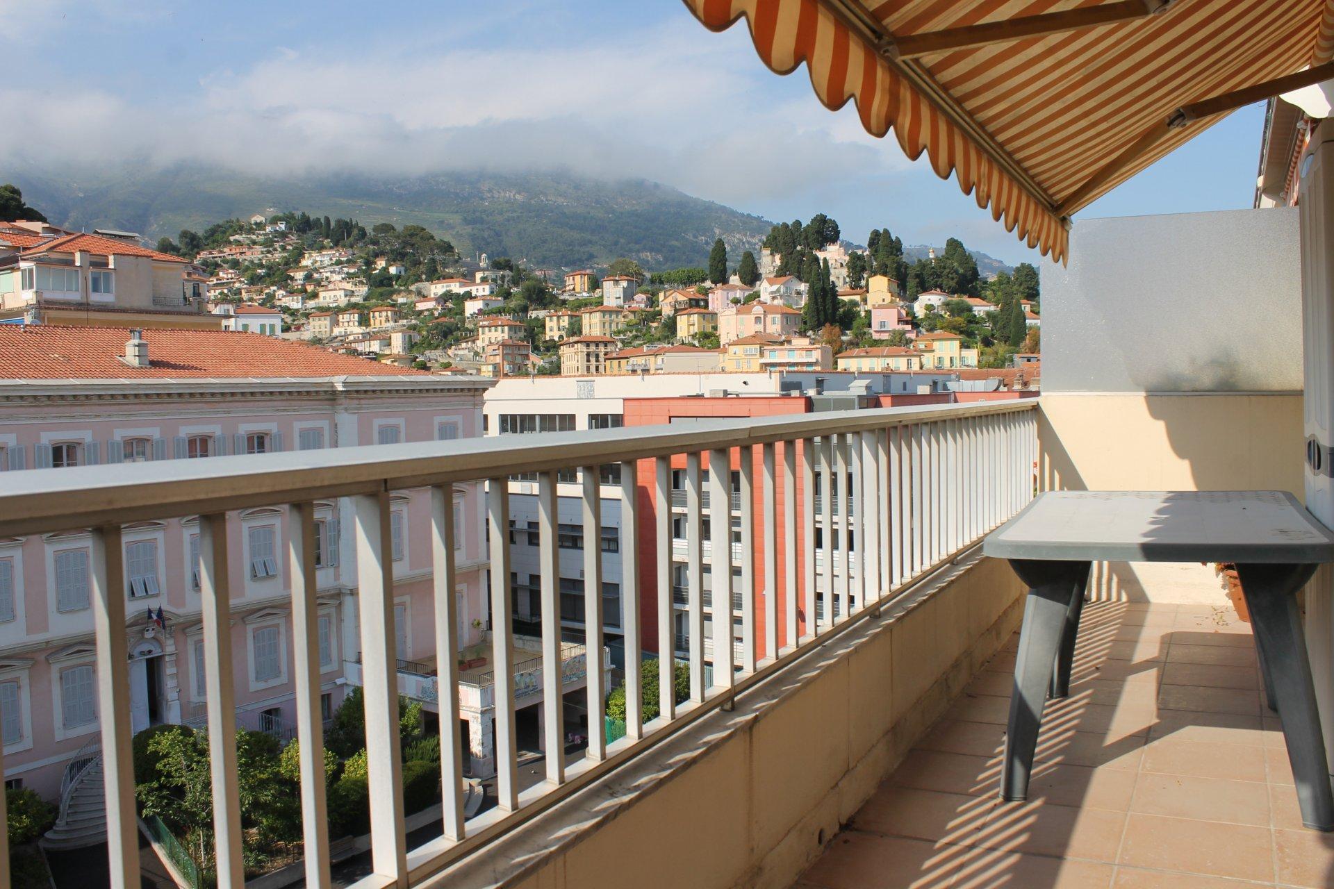 Proche Mairie 3 pièces traversant 68 m² étage élevé garage et cave