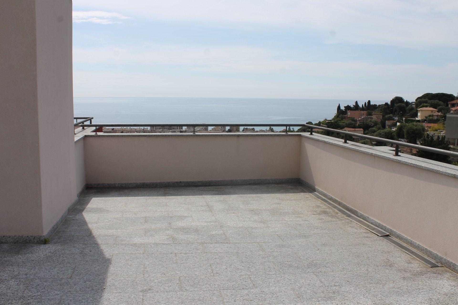 F2 meublé dernier étage rooftop vue mer piscine parking PREMIER MOIS DE LOYER OFFERT !
